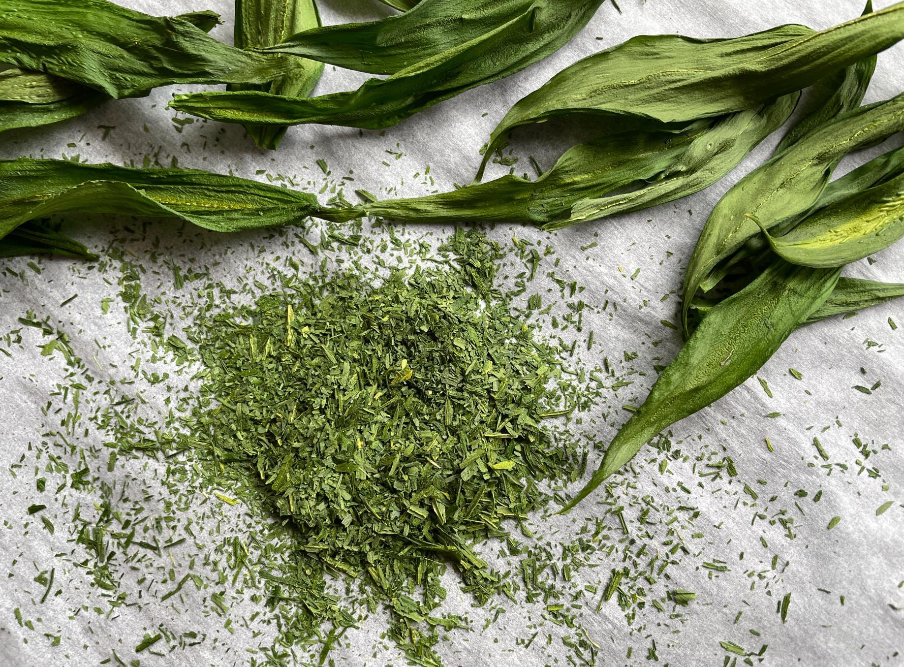 Torkad ramslök kan blandas med salt eller användas som egen krydda.