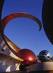 """""""Mission: Space"""" tar med gästerna på ett simulerat rymdäventyr - komplett med raketlyftning och tyngdlöshet."""
