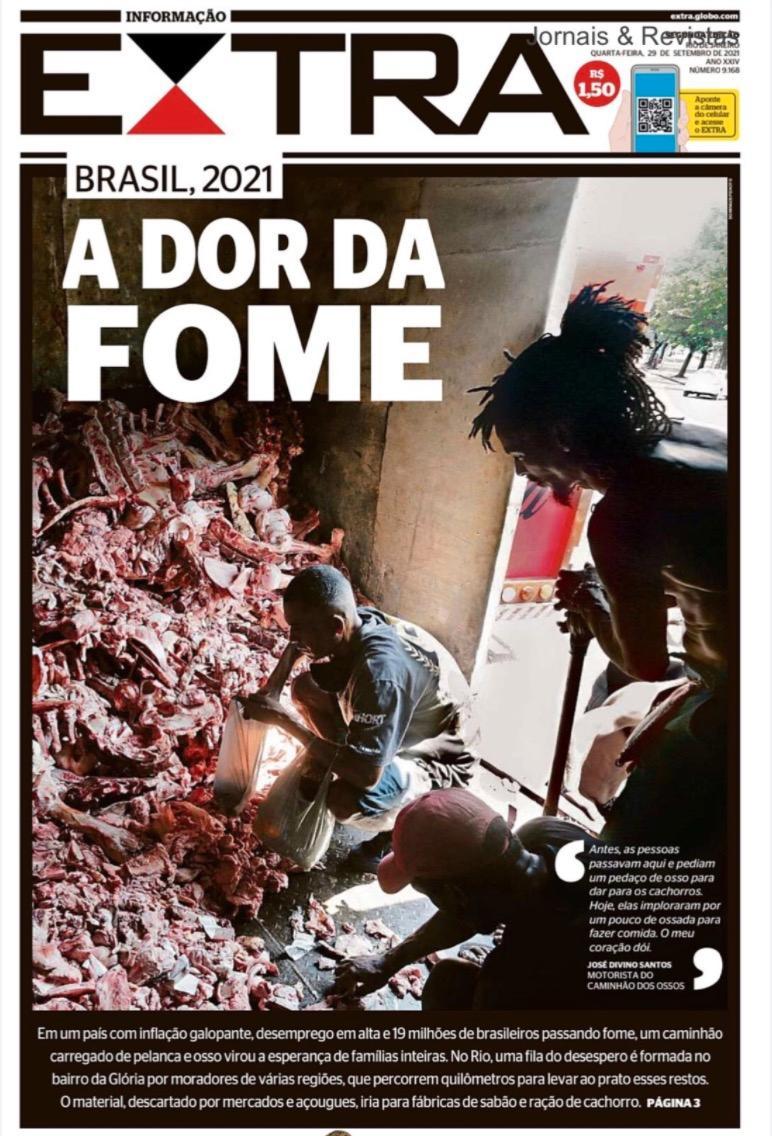 I onsdags publicerade den brasilianska tidningen Extra bilder på fattiga som letar mat bland slaktavfall.