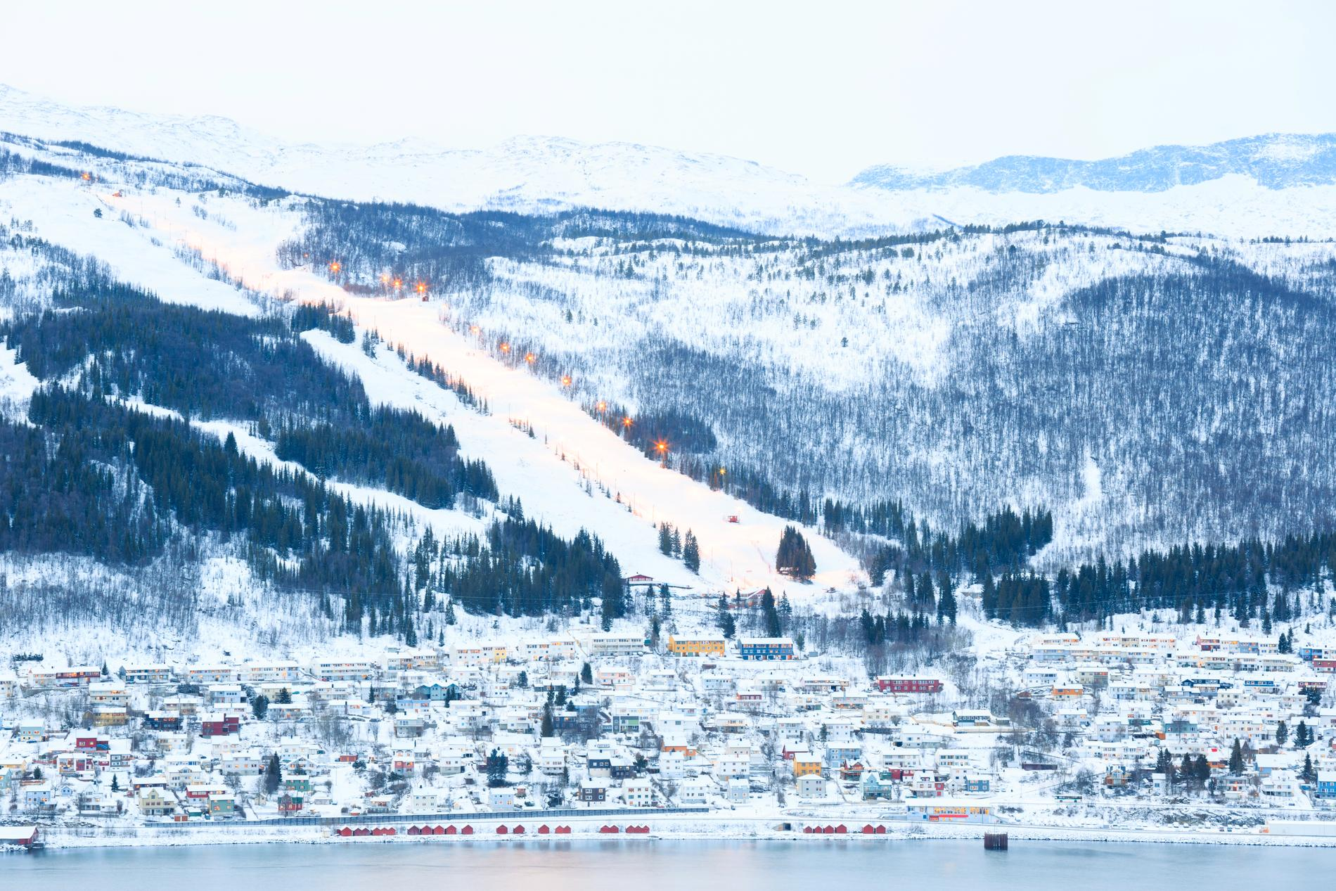 Vill du korsa gränsen till Norge kan du åka skidor i Narvik.