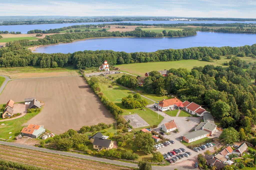 På STF Ivögården Mat & Vingård kan gästerna dricka egenproducerat vin.