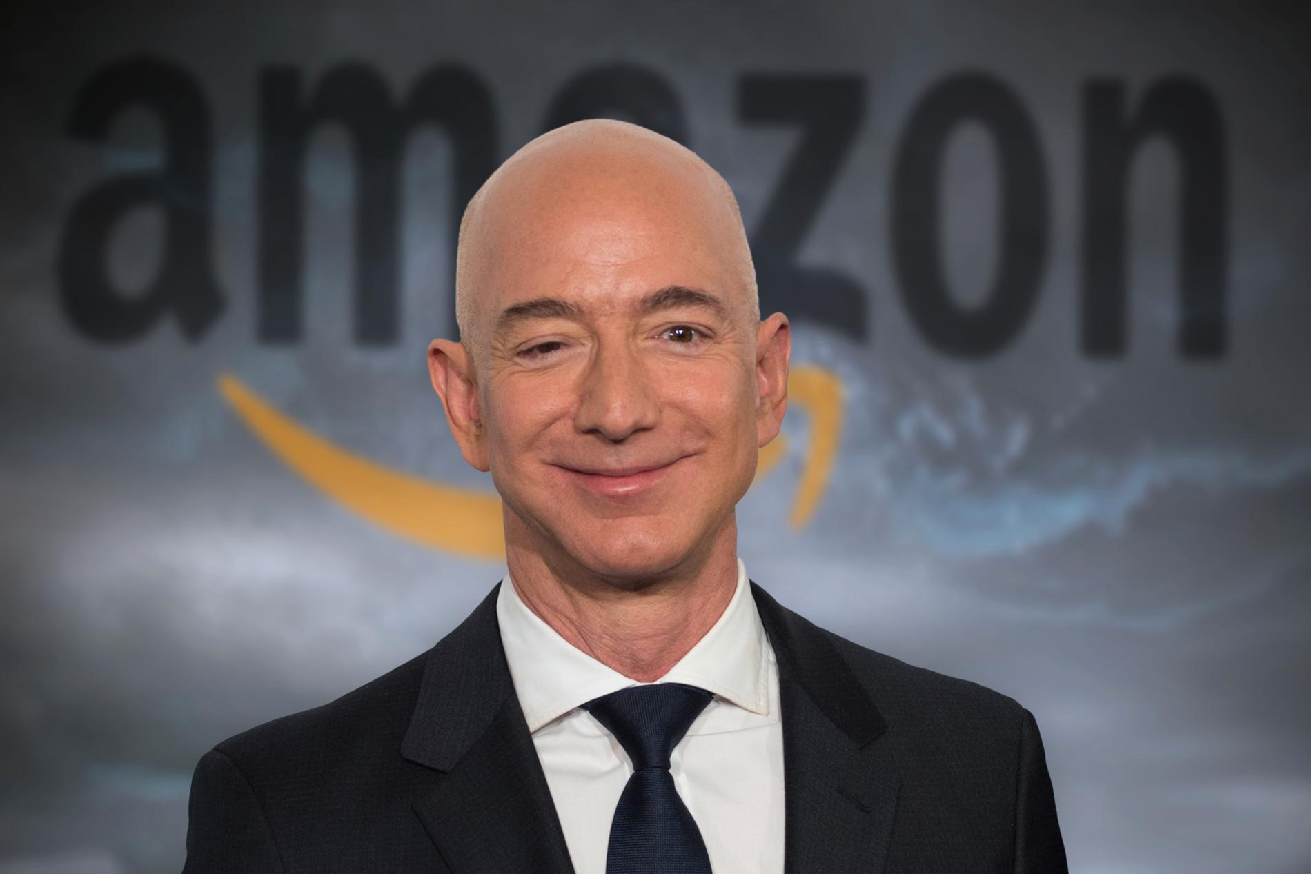 Baksidan av grundaren Jeff Bezos framgångssaga med Amazon skildras i en ny bok av svenska journalisten Julia Lindblom.