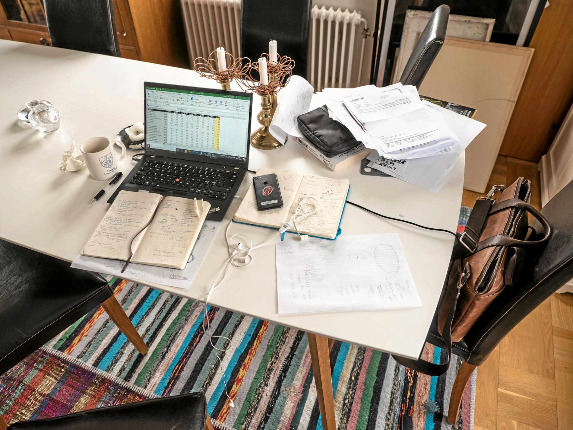 """Skulle detta experimentet med """"remote work"""" under coronakrisen falla väl ut, så skulle hemmet paradoxalt nog öka i personligt värde, skriver Båge."""