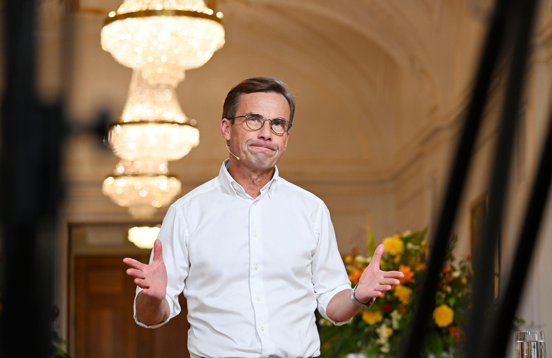 Ulf Kristersson tror att Miljöpartiet vill snabbavveckla kärnkraften bakvägen.