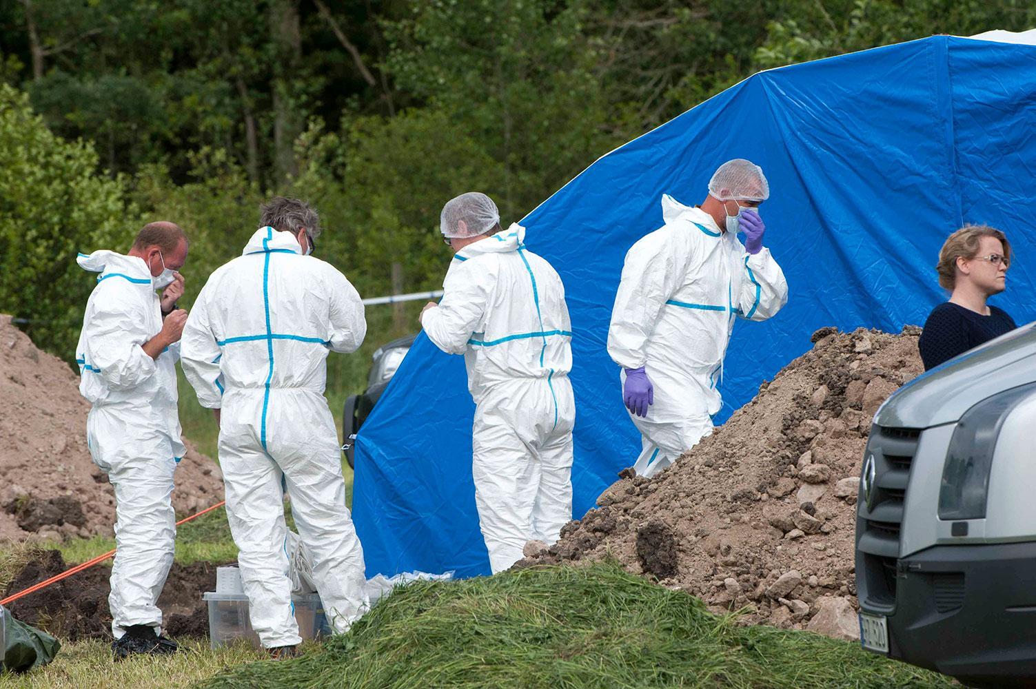 Polisens tekniker på platsen där Göran Lundblad hittades död utanför Kalmar.