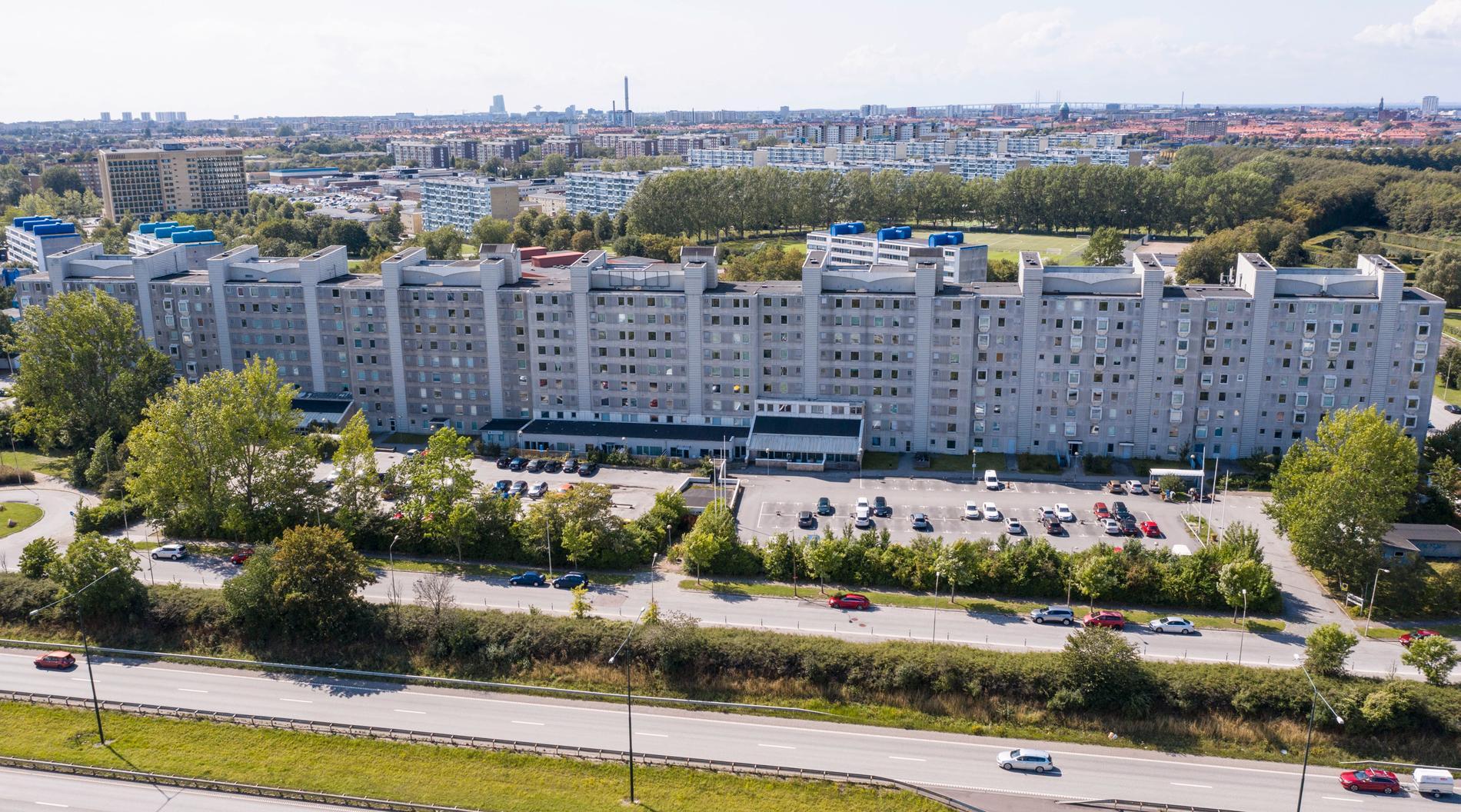 """Bostadsområdet """"Kinesiska muren"""" på Thomssons väg i Rosengård i Malmö. Arkivbild."""