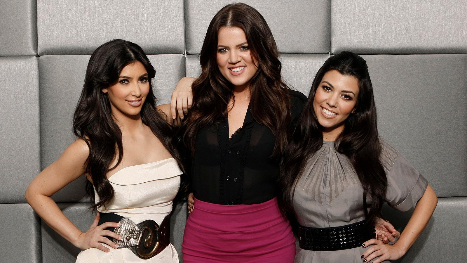 """""""Keeping up with the Kardashians"""" hade premiär 2007. På bilden från 2009 (från vänster) Kim Kardashian, Khloé Kardashian och Kourtney Kardashia."""