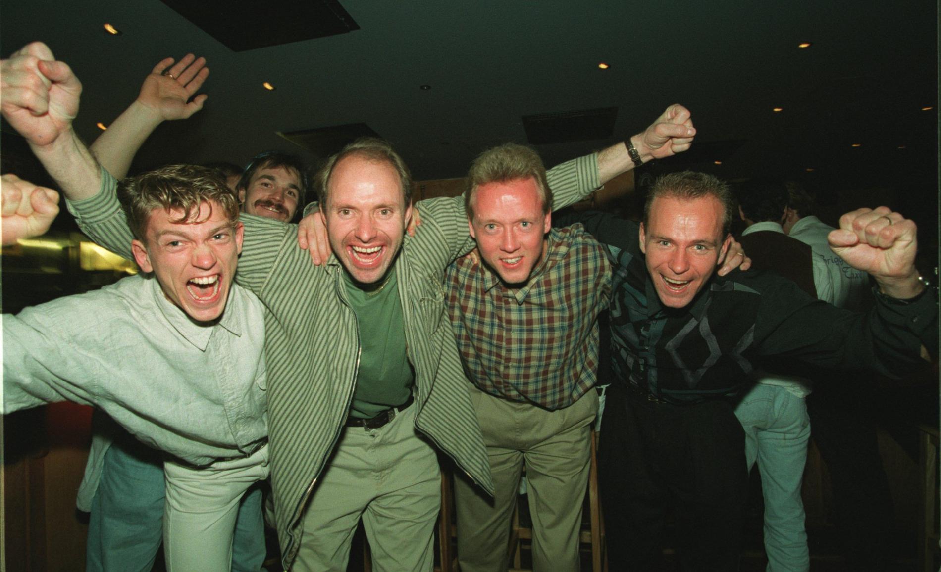 Blomqvist, Ravelli, Lindqvist och Martinsson firar SM-guldet 1994.