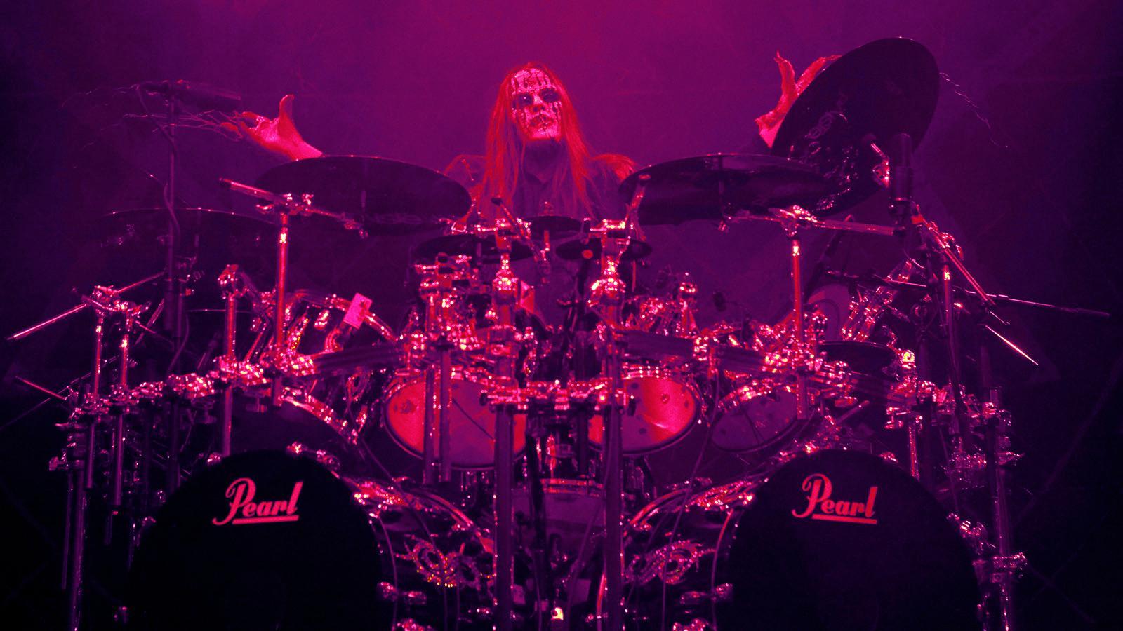 Joey Jordison spelar med Slipknot i Los Angeles 2009.