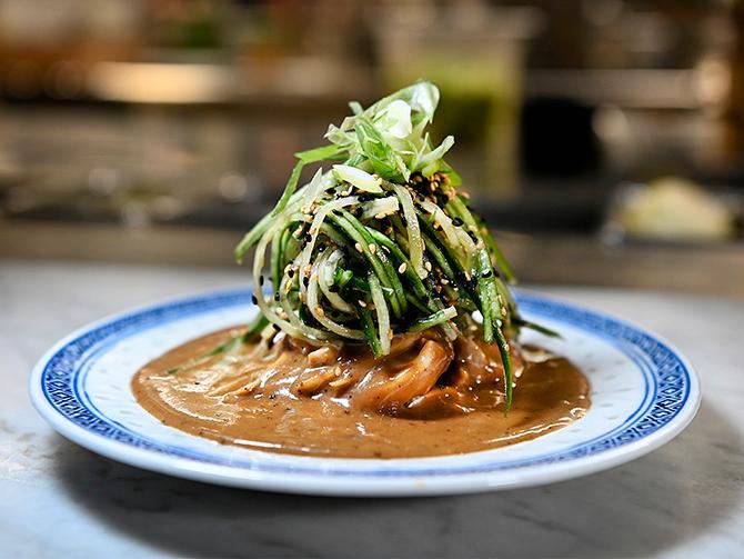 """Nu börjar en mer genuin asiatisk matlagning dyka upp på krogen. """"Allt fler börjar laga kinesisk mat på riktigt, även klassiska kinakrogar"""", säger Mymlan Isenborg på Surfers."""