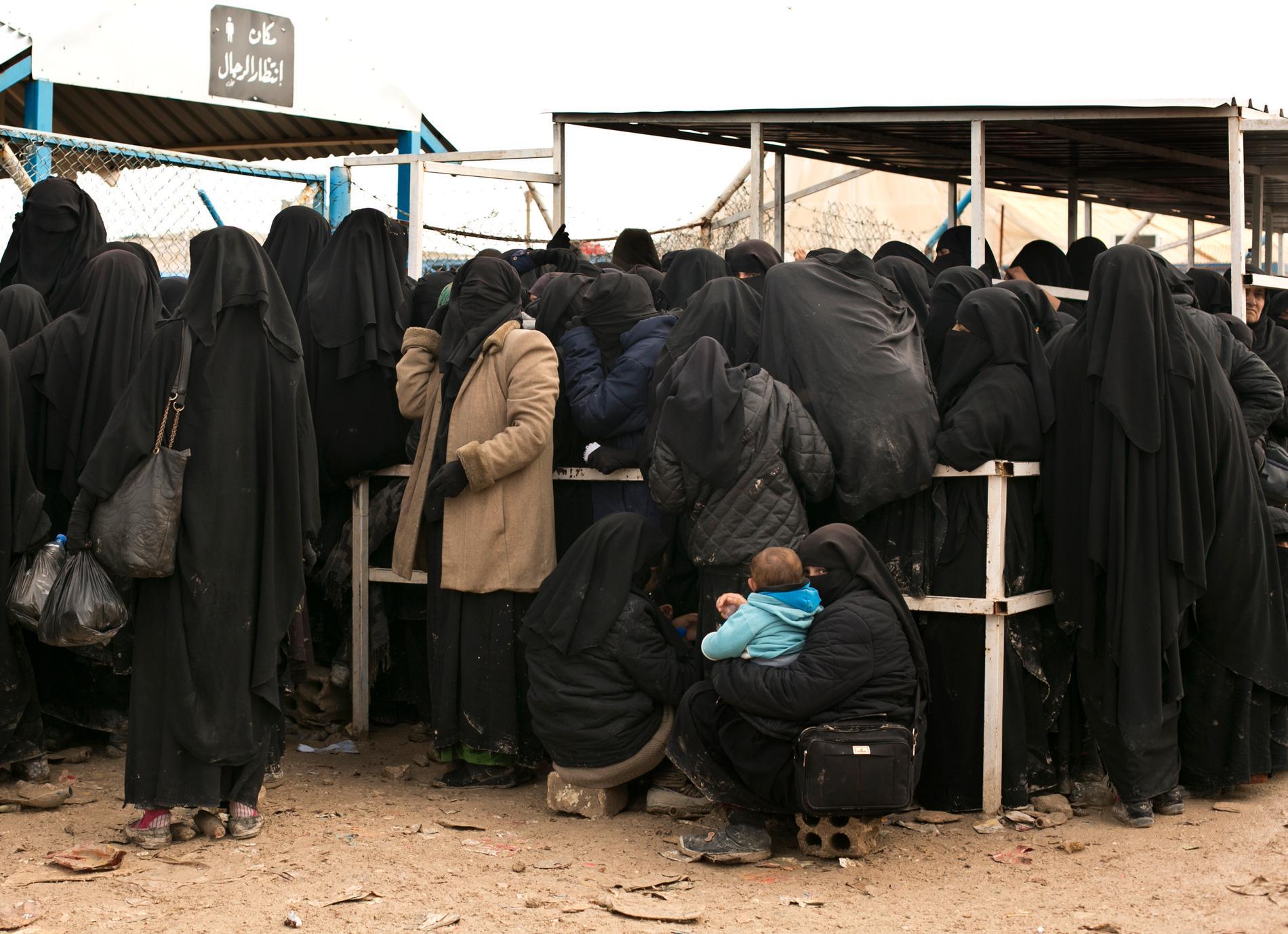 Människor i al-Hol-lägret i Syrien. Arkivbild.