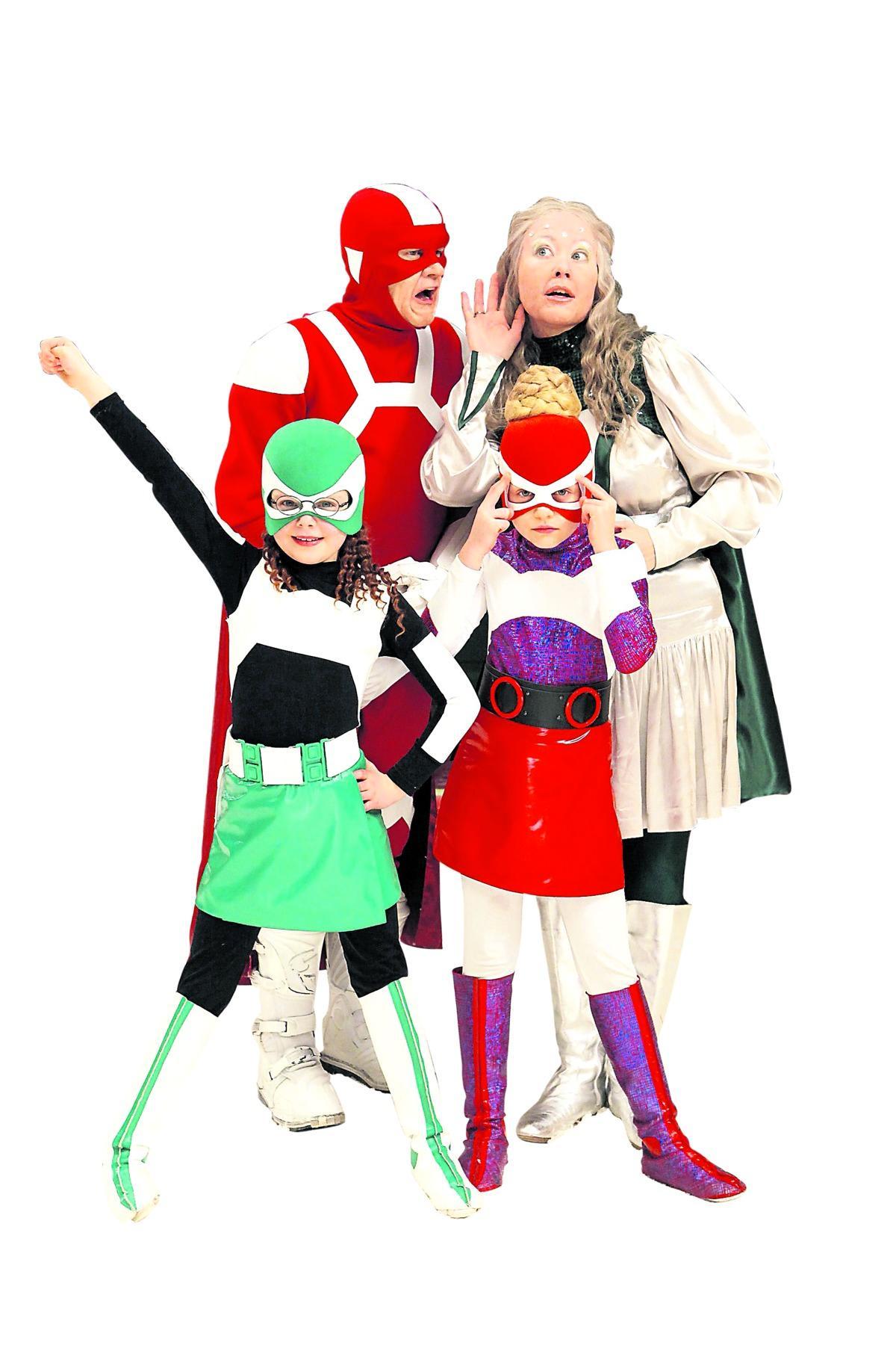Stålhenrik och Supersnällasilversara får besök av barnbarnen Vega och Nova.