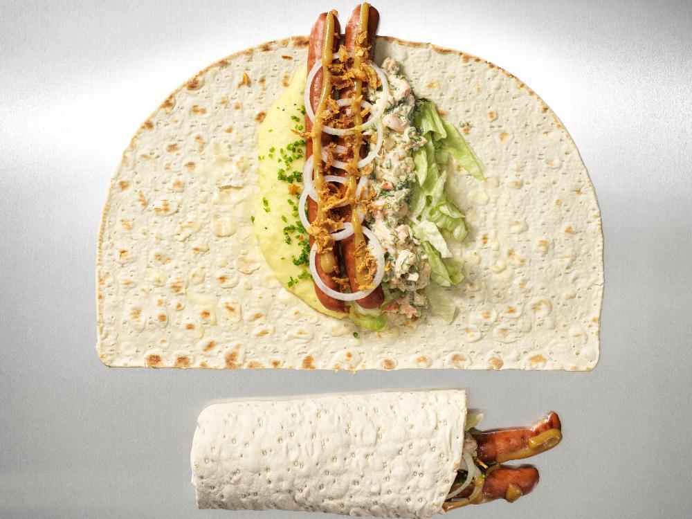 Tunnbrödsrullen med korv och potatismos sägs ha uppfunnits i mitten av 1960-talet.