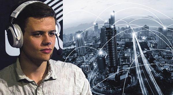 Den digitala revolutionen kommer att förändra vårat samhälle mer än vad den industriella revolutionen gjorde. Och det är nu det gäller att politiken hänger på, skriver Henning Eklund.
