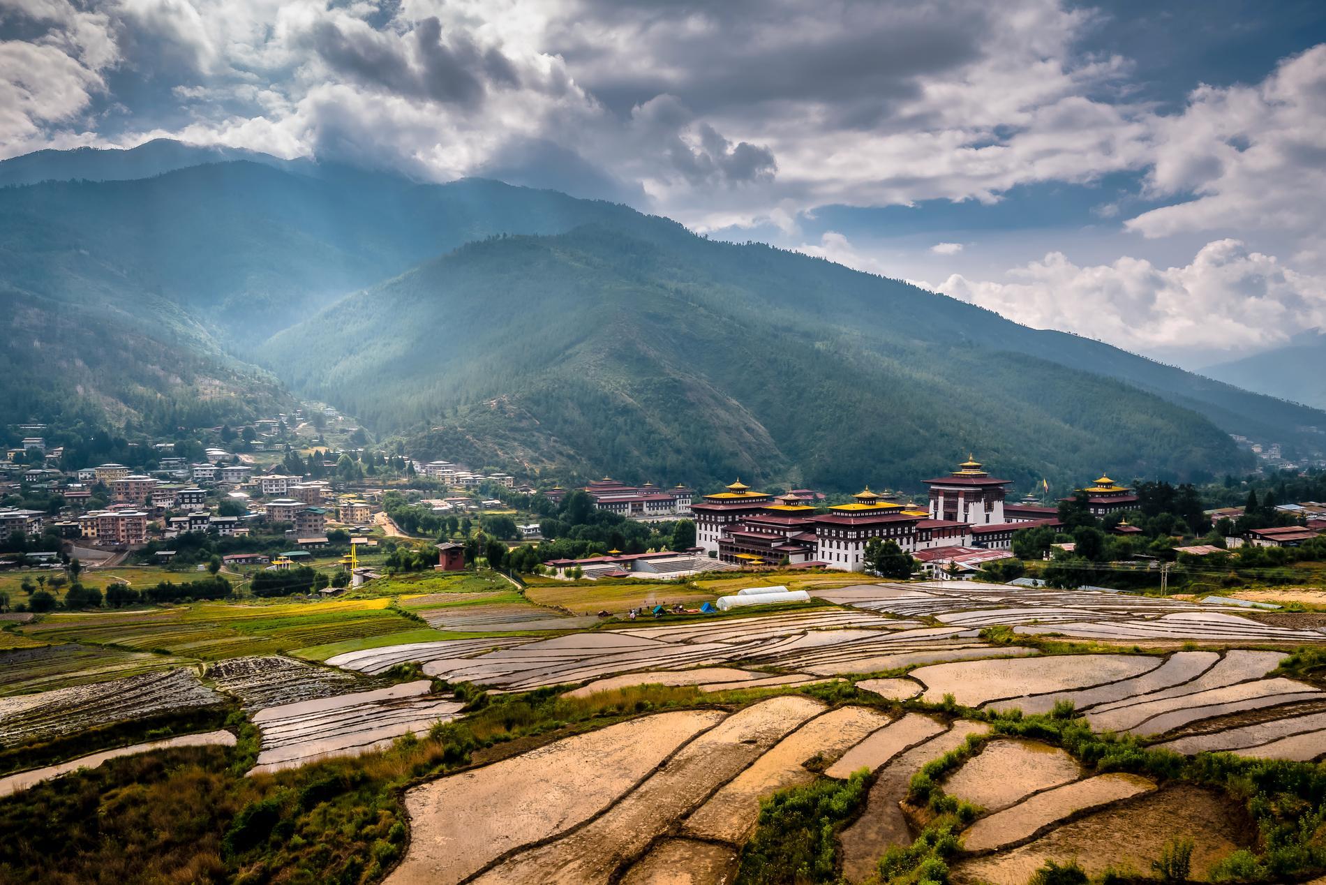 Huvudstaden Thimphu är omgiven av höga berg.