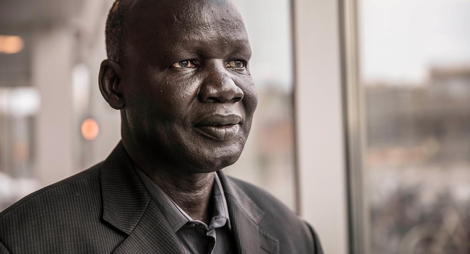 James Ninrew, pastor Sydsudan, företräder befolkningen som drabbats.