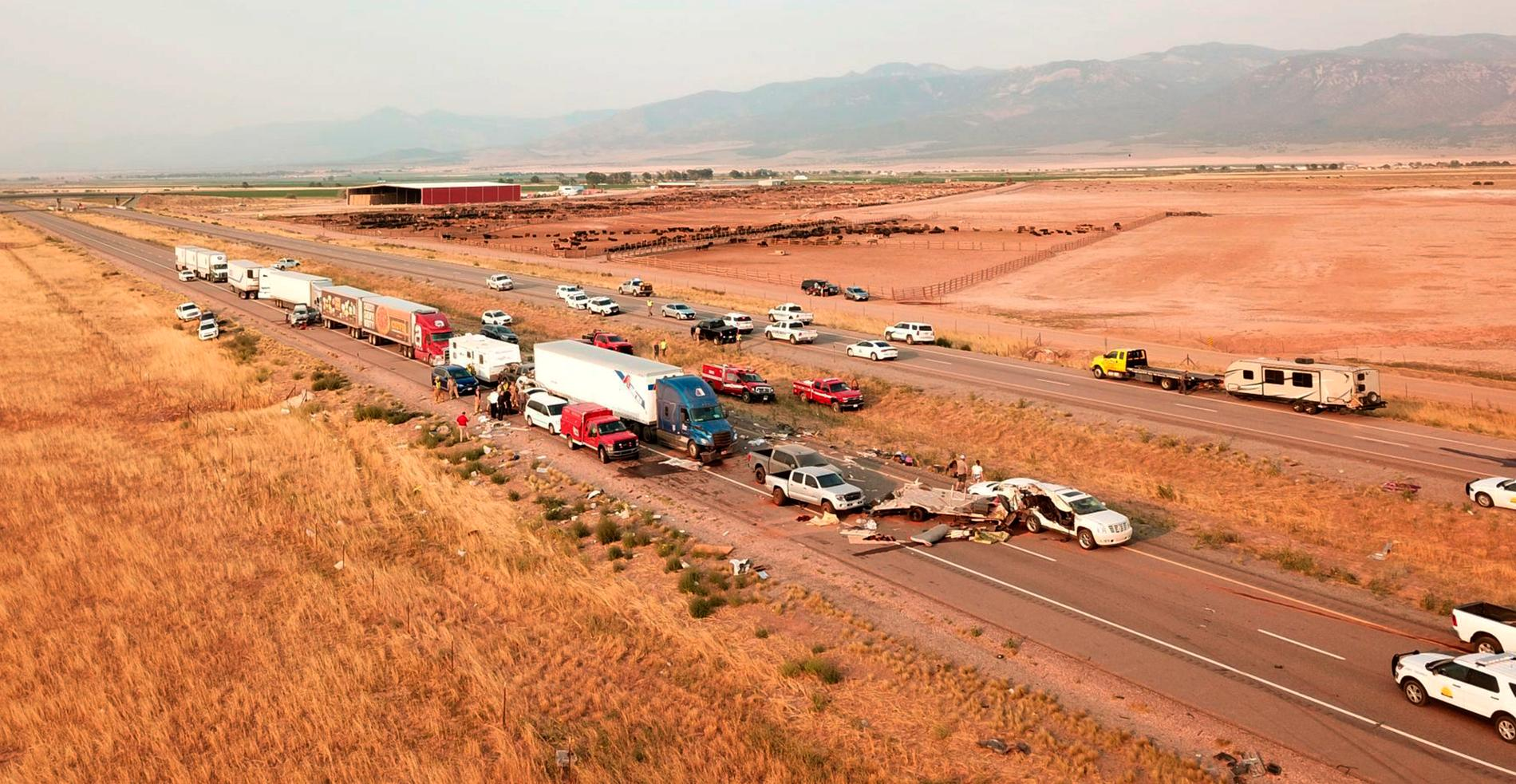 Minst sju personer har omkommit i en stor seriekrock i Utah.