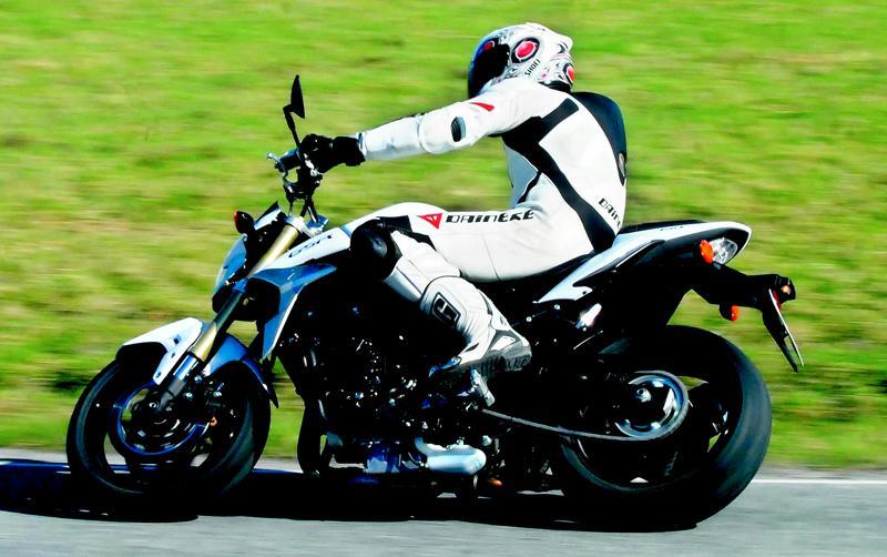Suzuki GSR 750 är en bekväm och lättkörd motorcykel för stad och landsväg. Foto: Johan Ahlberg