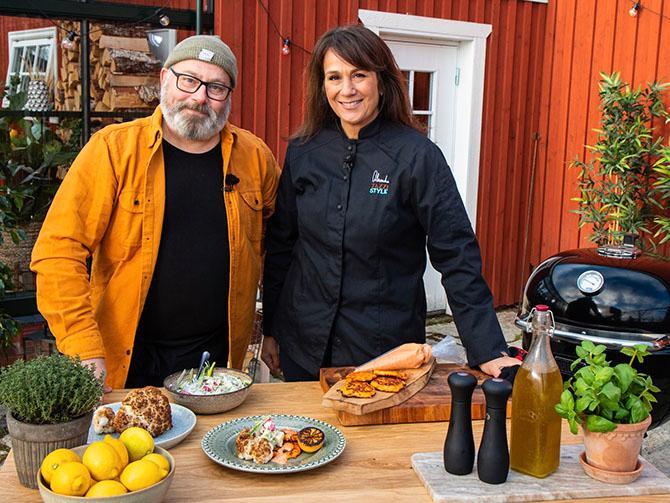 Grill o'clock med Per Ehrlund och gäster. Revbensspjäll, pizza, pulled pork och härliga tillbehör.