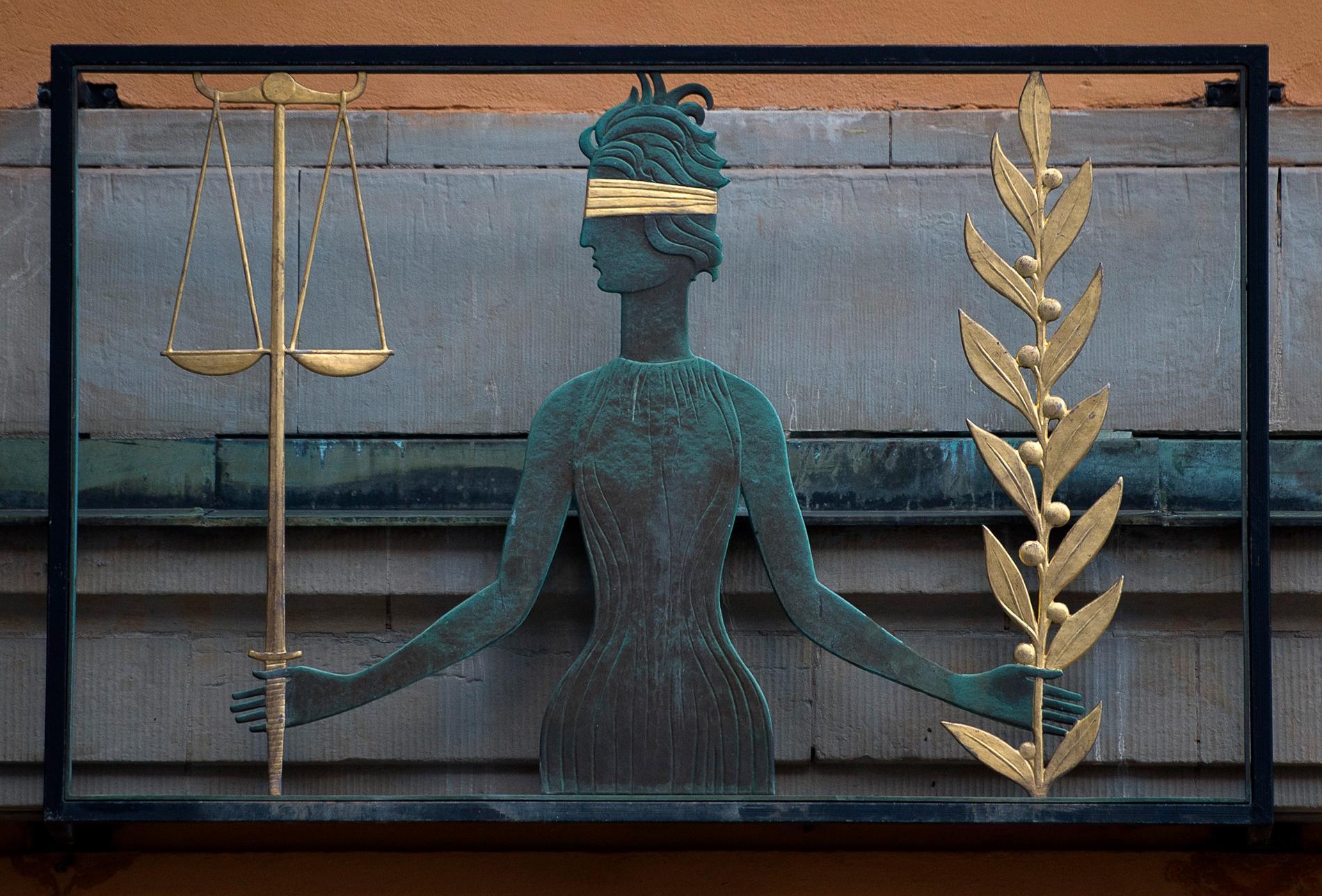 En kvinna har häktats misstänkt för stämpling och förberedelse till mord på en advokat hösten 2018. Arkivbild.