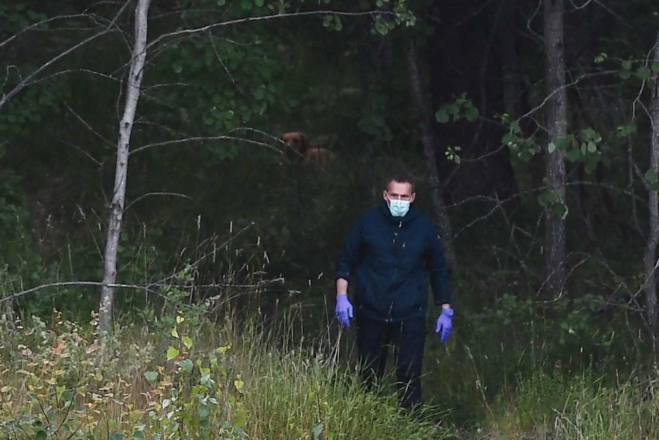 Polisen på plats vid brottsplatsen i Täby.