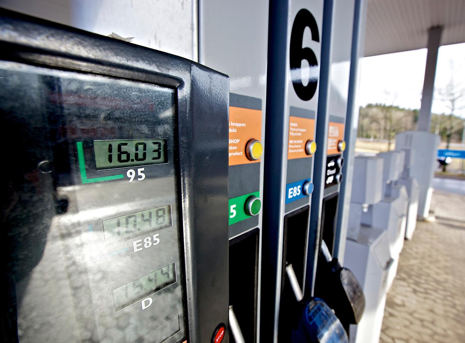 2014 fördubblas halten etanol i vanlig bensin, enligt ett regeringsförslag. En likadan övergång möttes med stor skepsis i Tyskland och Finland. Foto: STEFAN MATTSSON