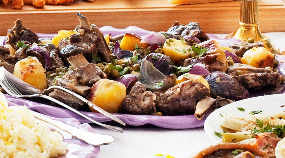 Lamm i ugn med potatis, rödlök och ärtor