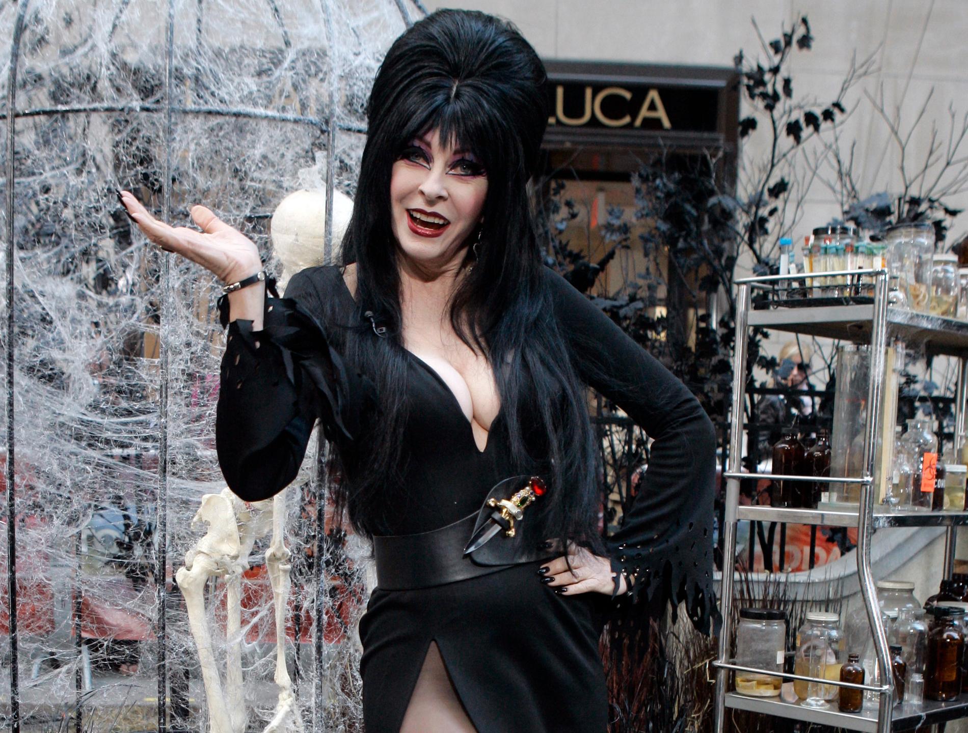 Cassandra Peterson som Elvira.