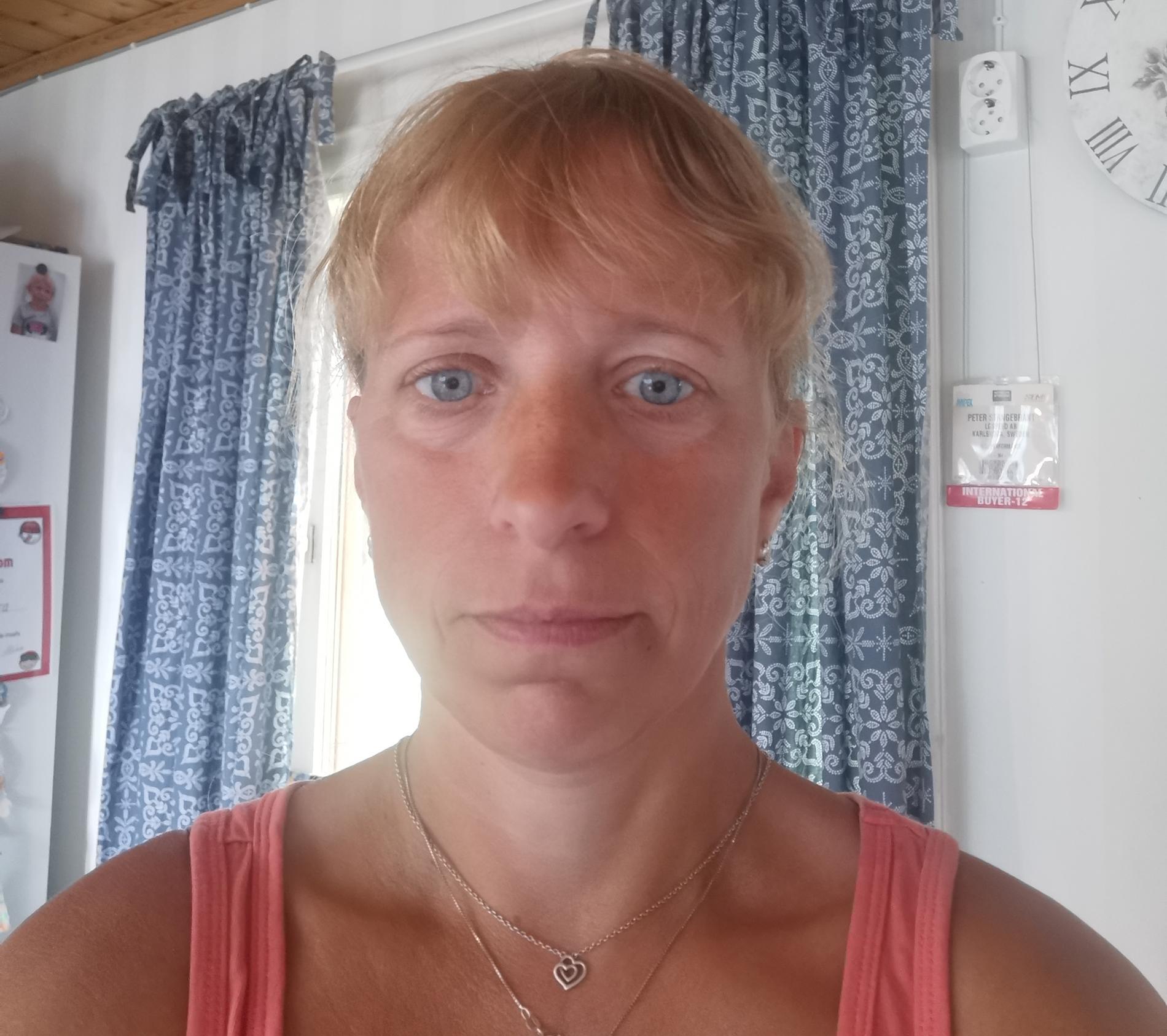 Angelica Stangebrant bor intill vägen och vårdade Sara i 1,5 timme.