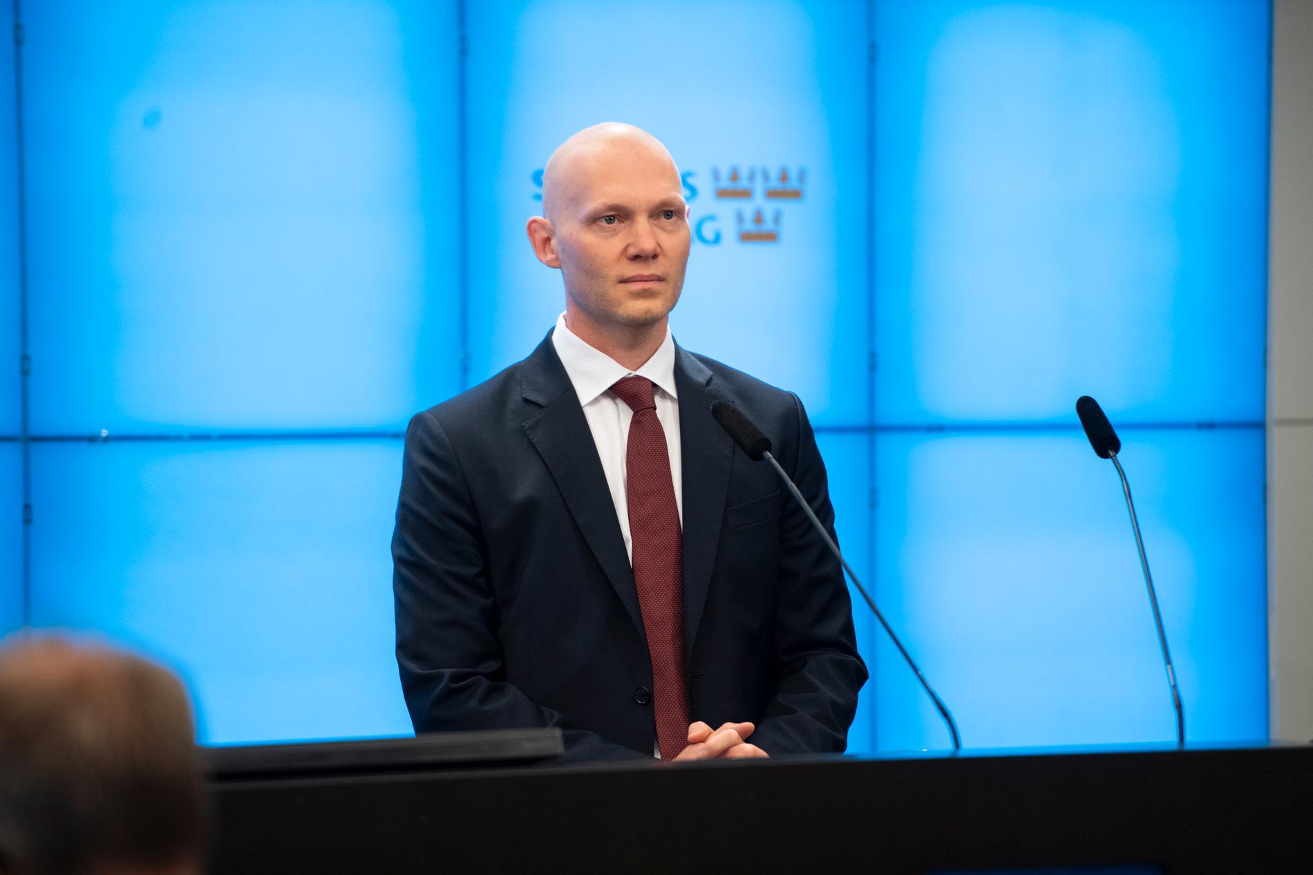Niklas Wykman, skattepolitisk talesperson, sticker inte under stol med besvikelsen över det tidigare allianspartiet Centern.