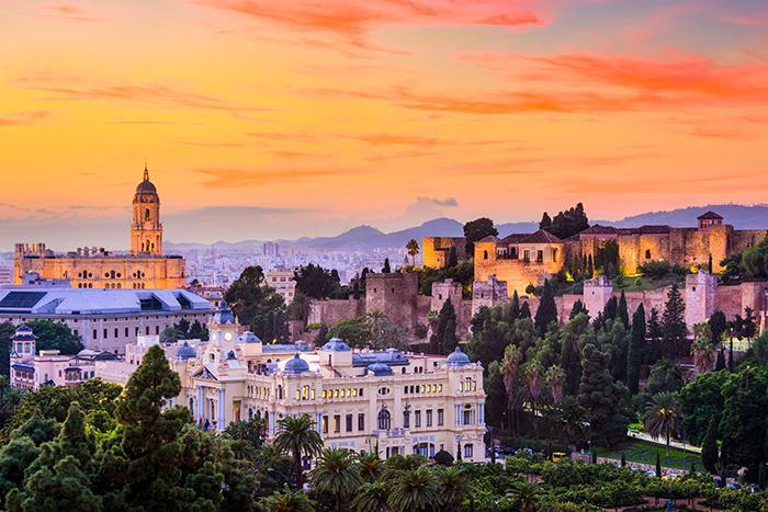 """1272 kr kan det kosta till Malaga om du reser """"rätt"""" vecka."""