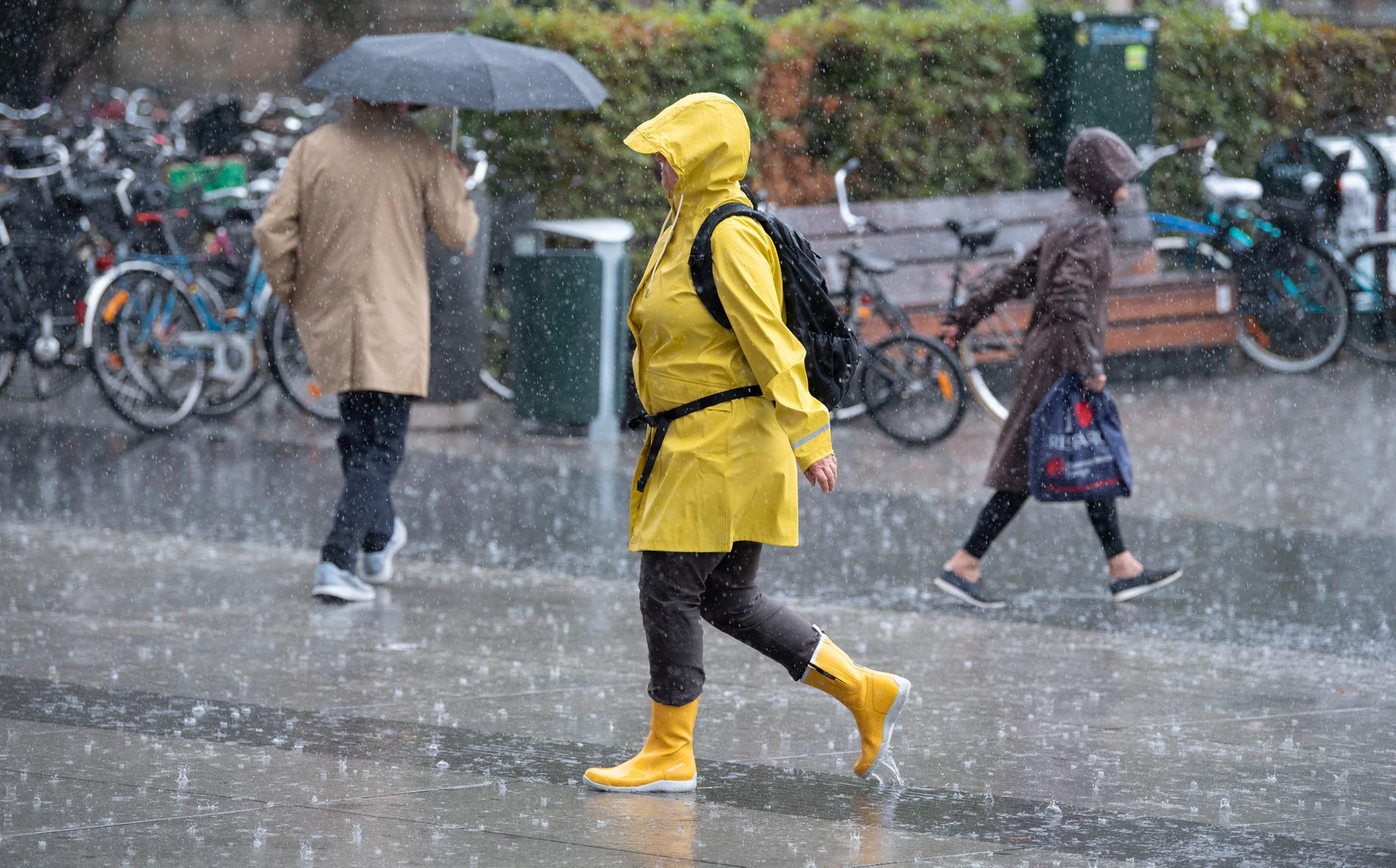 SMHI varnar för stora mängder regn.