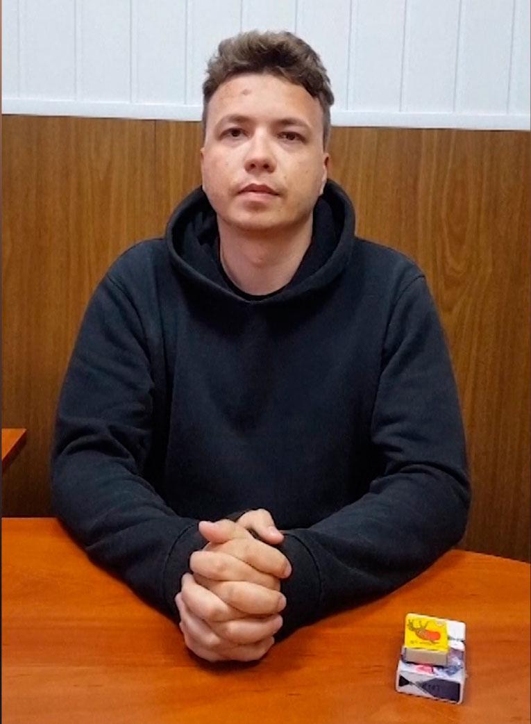 Roman Protasevitjs framträdde i en video där han säger att han mår bra och erkänner brott.