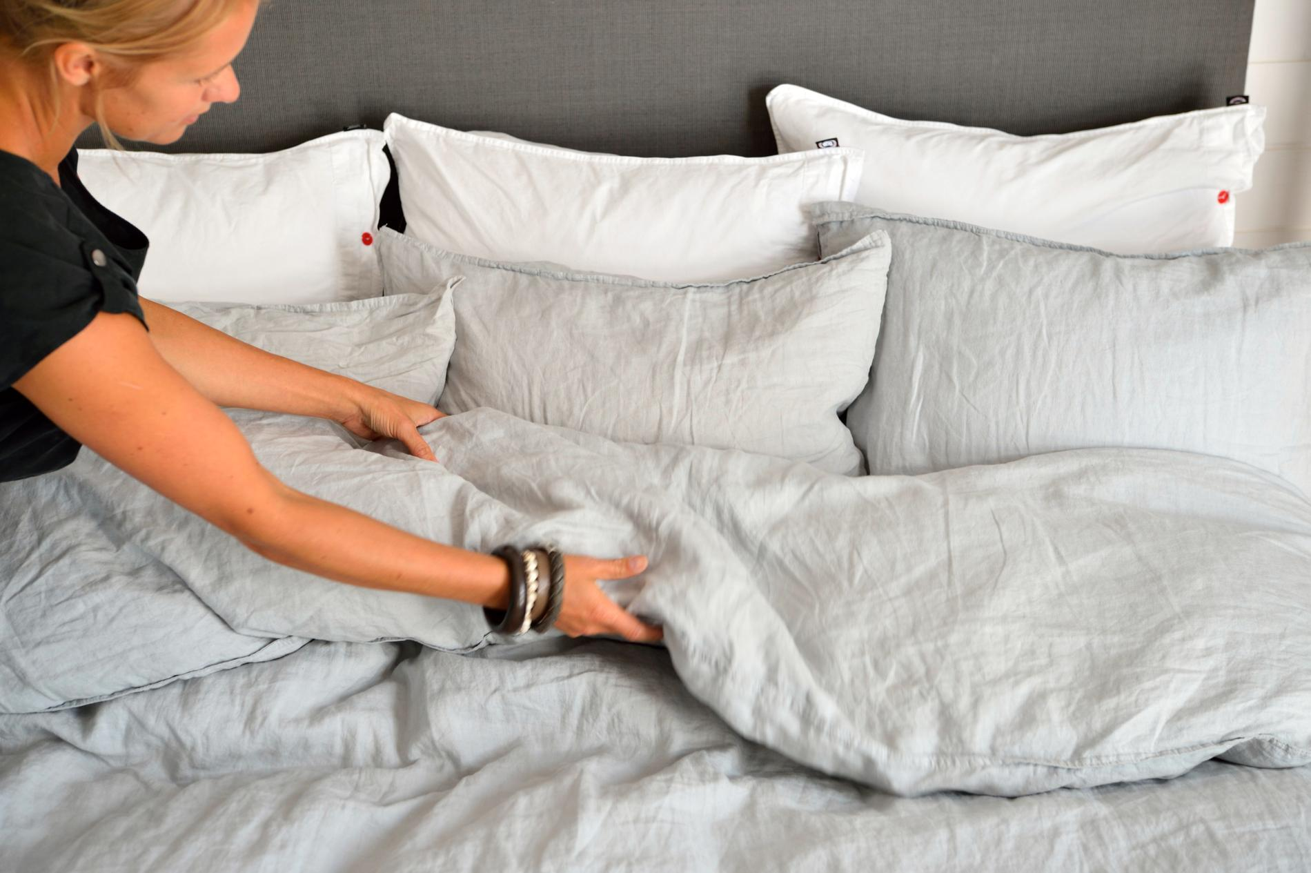 Springmask sprids genom att man får i sig äggen via händerna, leksaker, underkläder, sängkläder och damm. Byt underkläder och pyjamas direkt om du drabbats och tvätta sängkläderna så fort som möjligt.