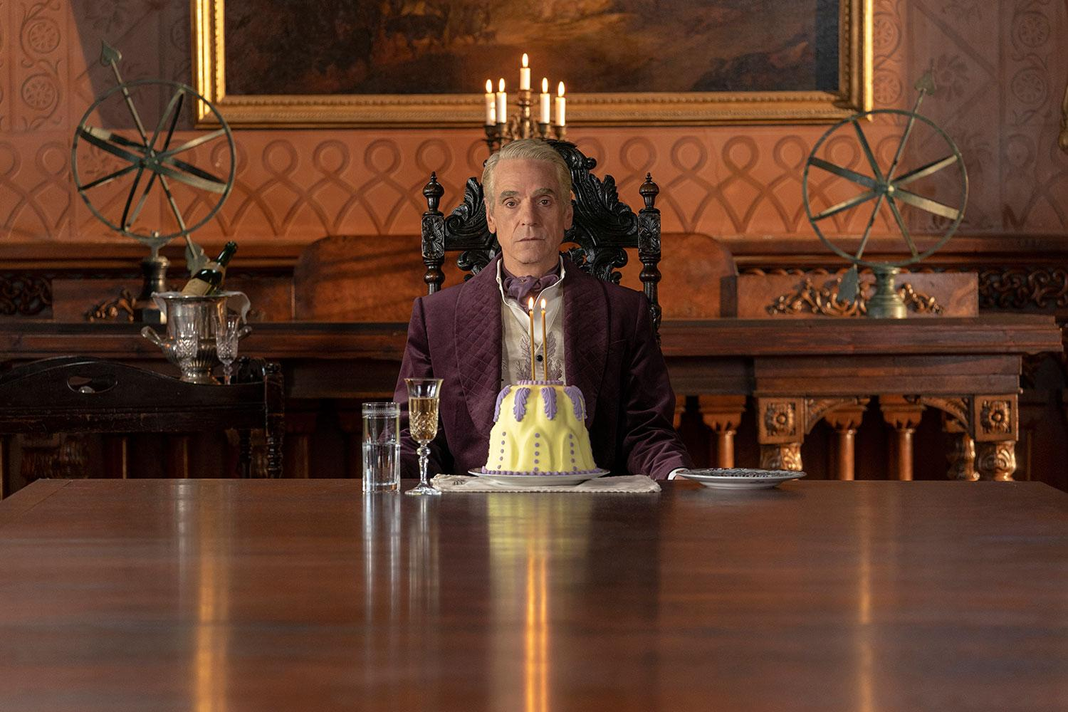"""Party for one. Jeremy Irons i """"˝Watchmen""""."""