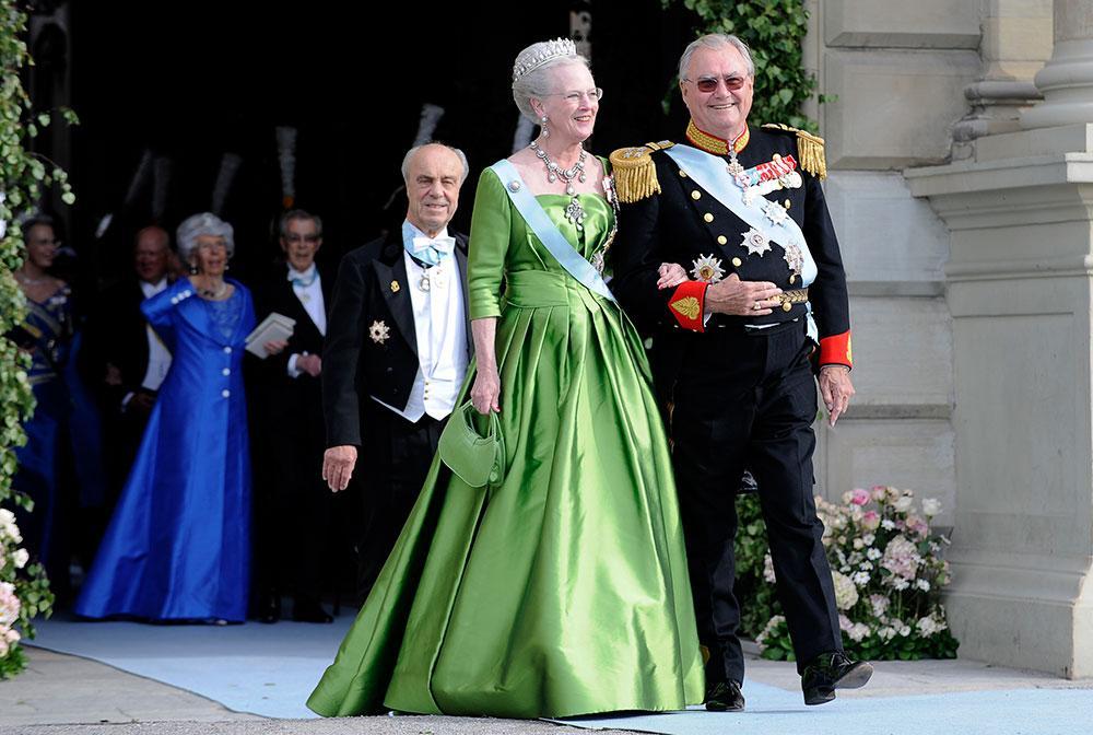 Drottning Margrethe och prins Henrik på Victorias och Daniels bröllop.
