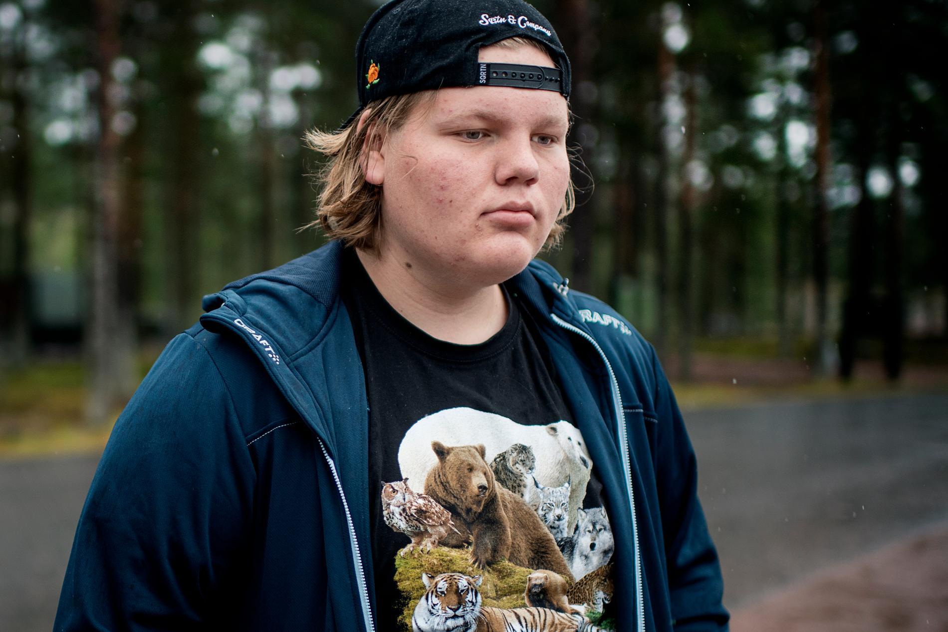 Johannes Eriksson jobbar i Polargrillen i Orsa Rovdjurspark.