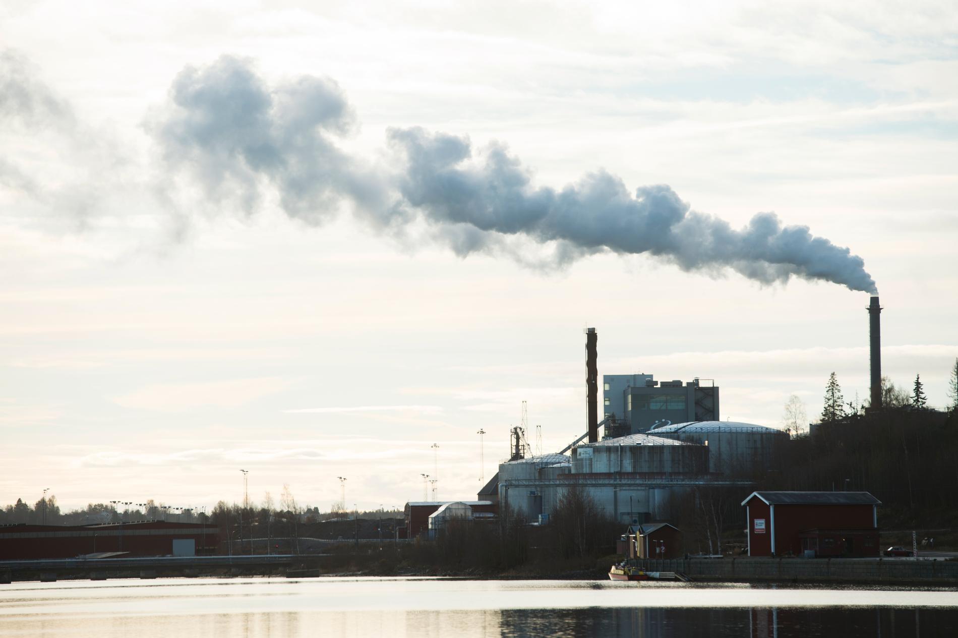 Rök från en fabrik. Arkivbild.