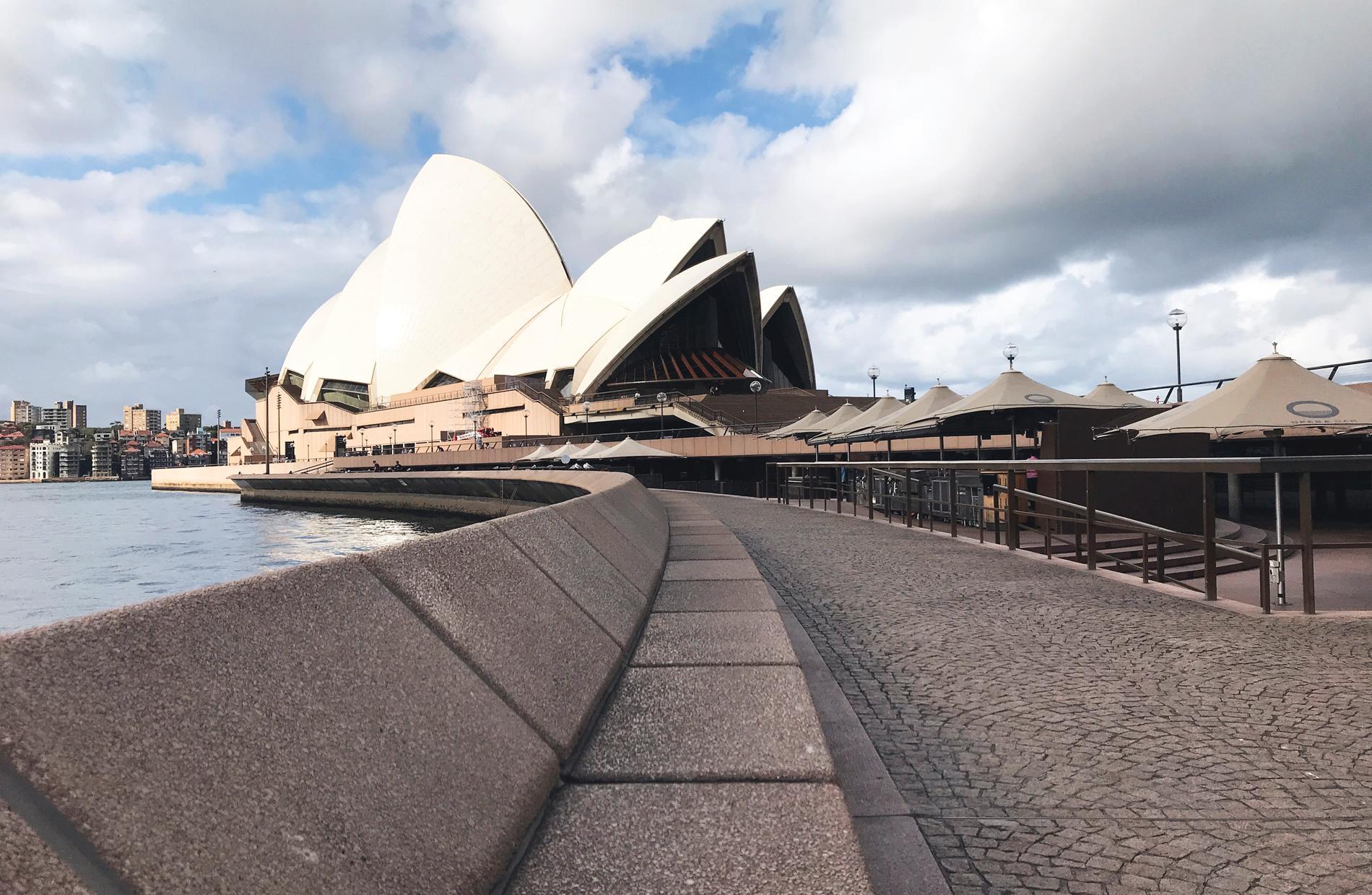 Folktomt utanför operahuset i Sydney. Arkivbild.