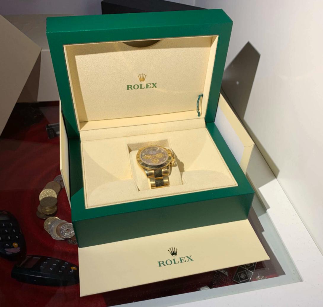Värdet på Rolex-klockorna uppgår till drygt en halvmiljon kronor.