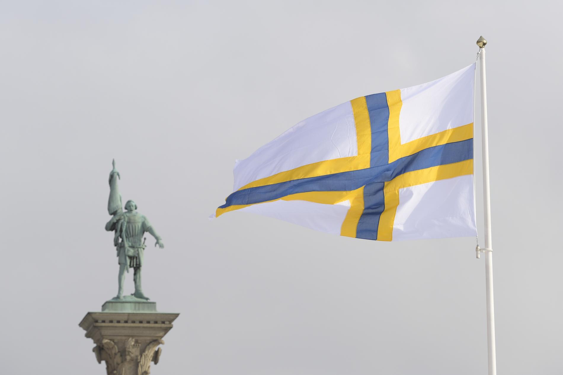I dag finns anledning för omkring 700000 svenskar med finskt påbrå att fira. I Stockholm hissades den sverigefinska flaggan.