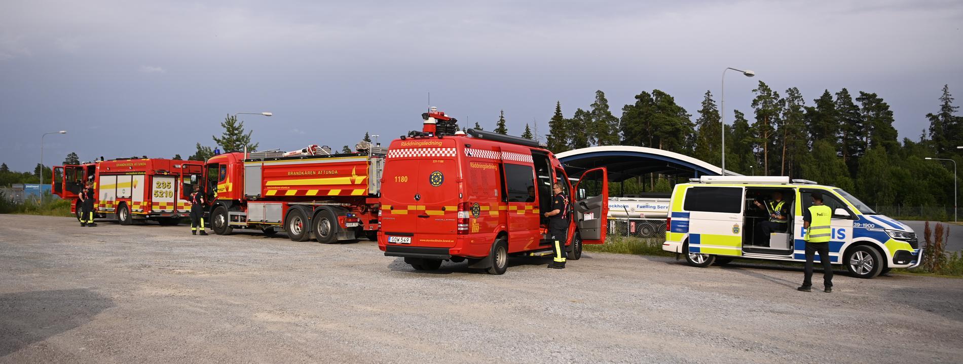En större insats med räddningstjänst och polis är på plats.