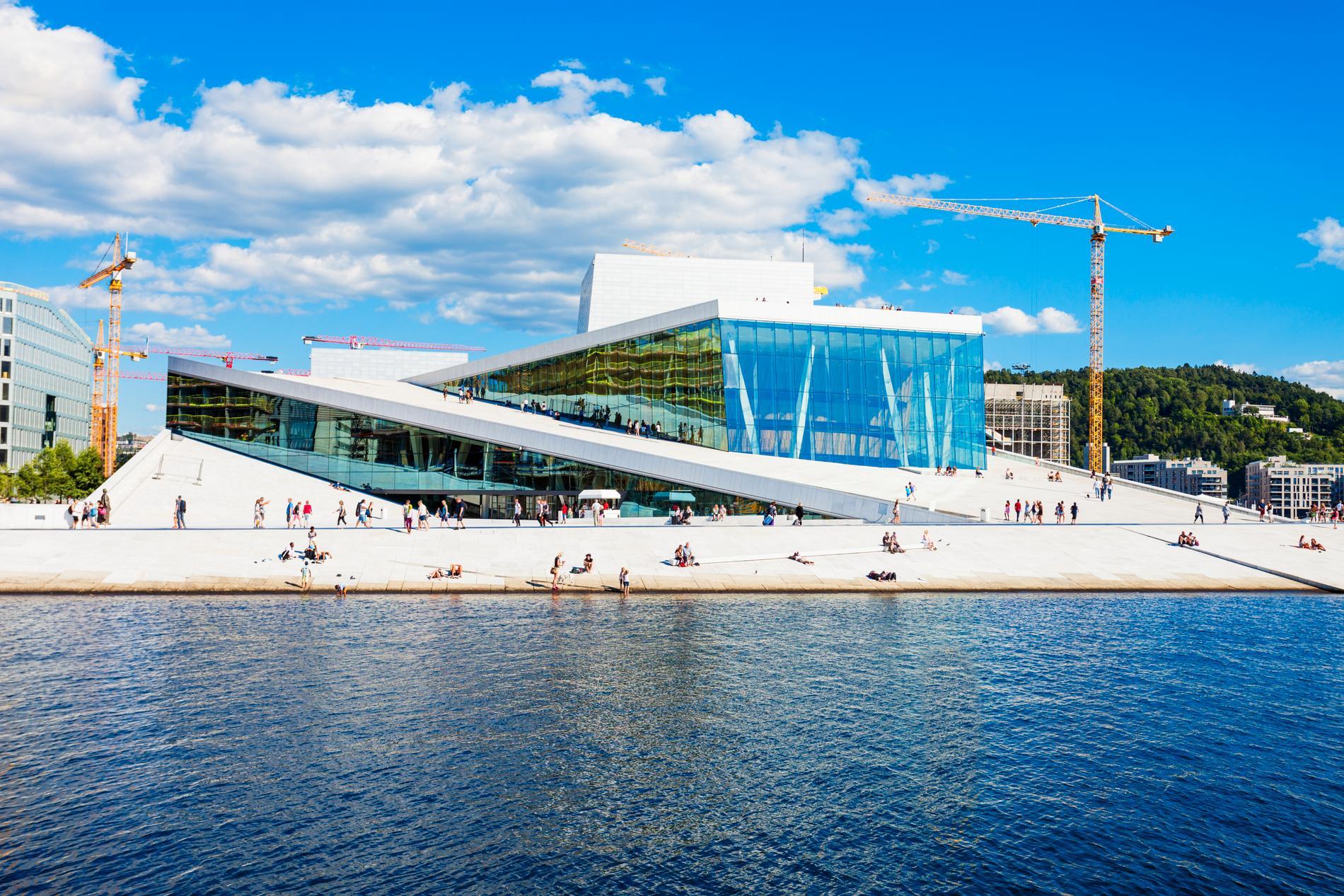 Oslos opera i Bjørvika, Den Norske Opera & Ballett, kan vara värd ett besök.