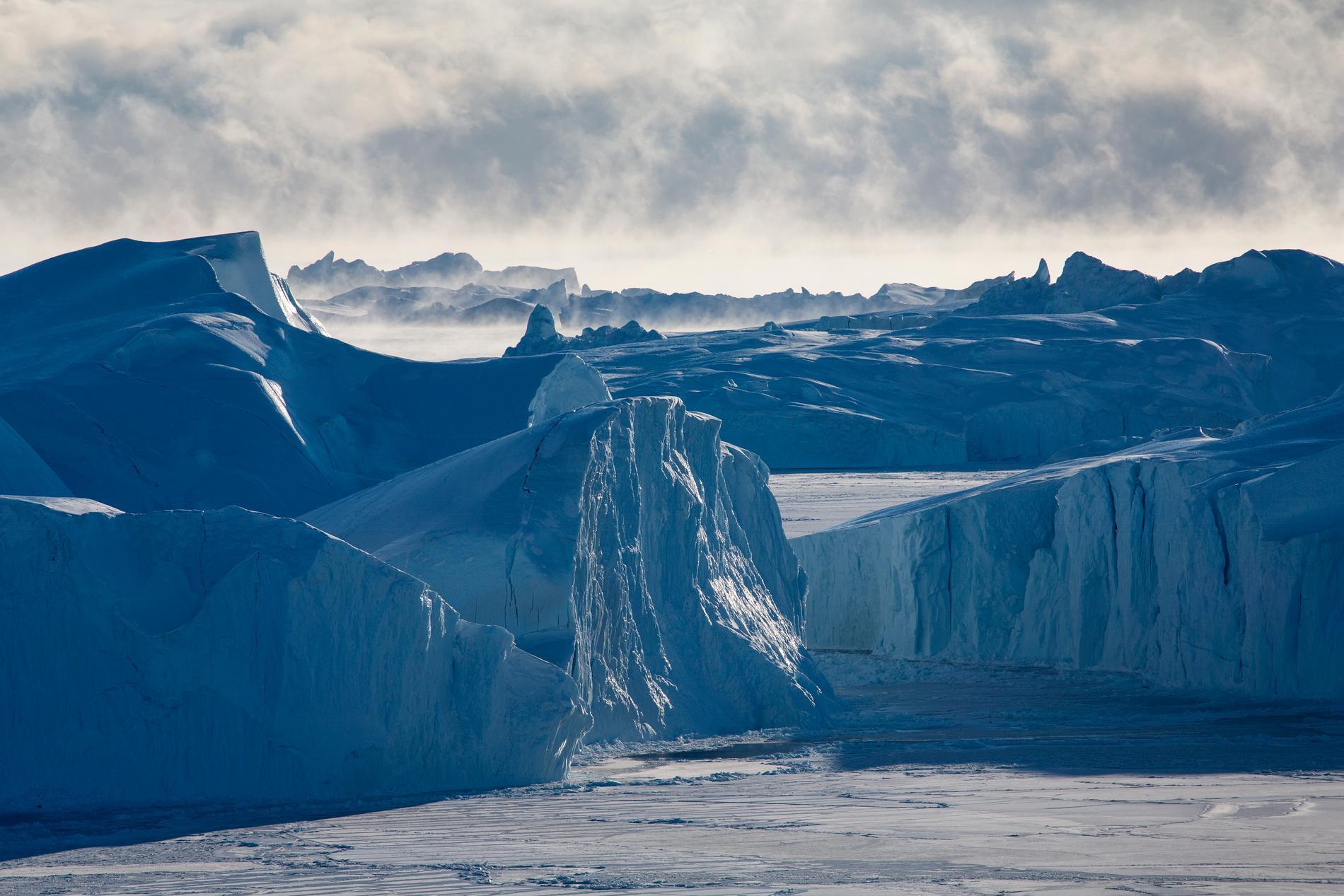 Det har regnat på Grönlandsisen för första gången sedan mätningarna startade.