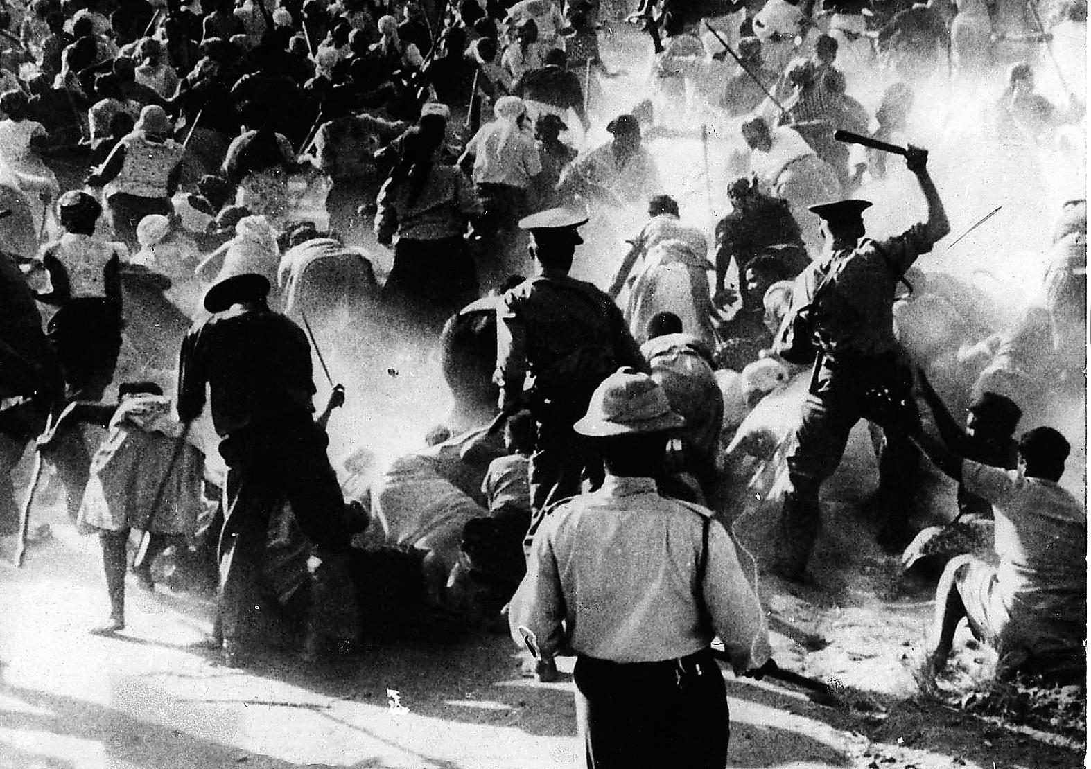 Massakern i Sharpeville, Sydafrika 1960. Apartheidregimens våld och diskriminering har skapat en våldsam manlighet i Sydafrika. Foto: AP