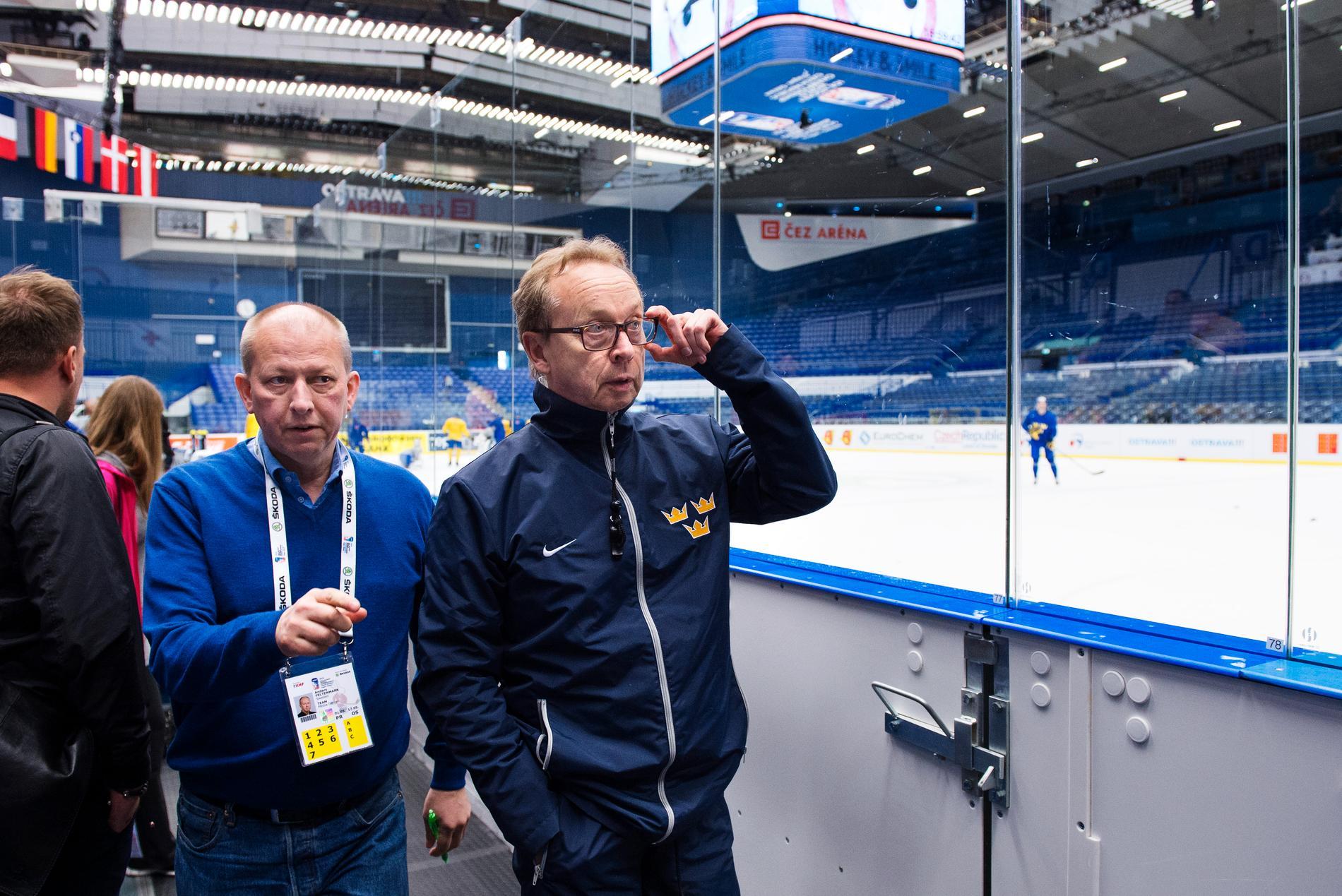 Presschefen Anders Feltenmark och förbundskapten Pär Mårts under ishockey-VM 2015 i Ostrava