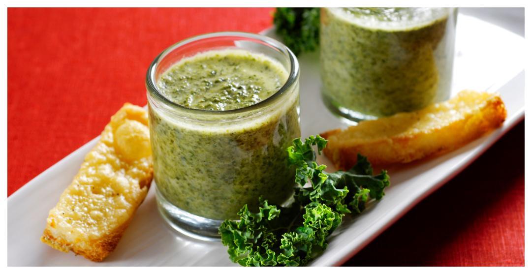 Grönkålssoppa, värmande, nyttigt och gott.