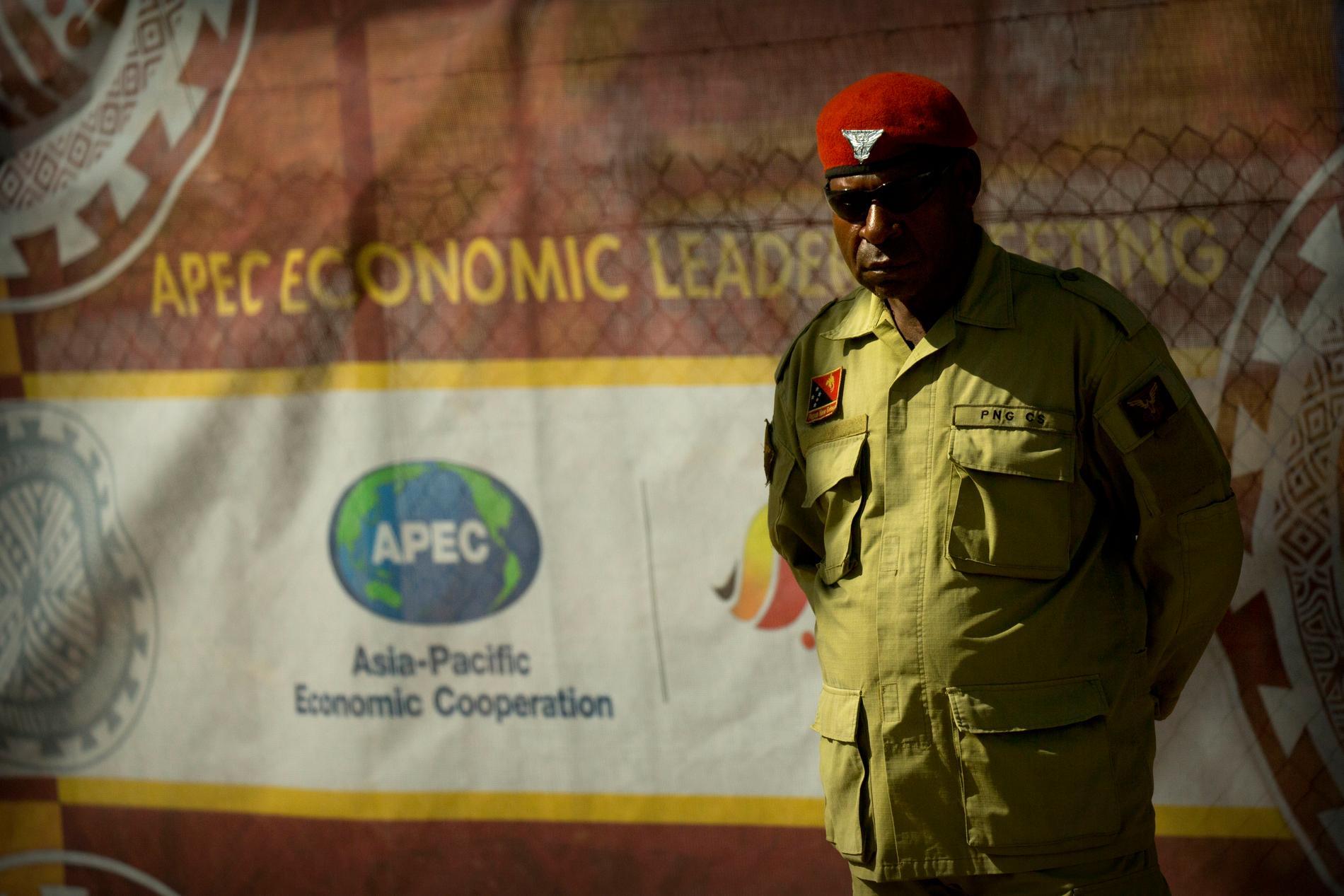 En vakt under toppmötet inom stillahavssamarbetet Apec som ägde rumt i Papua Nya Guinea den 12–19 november.