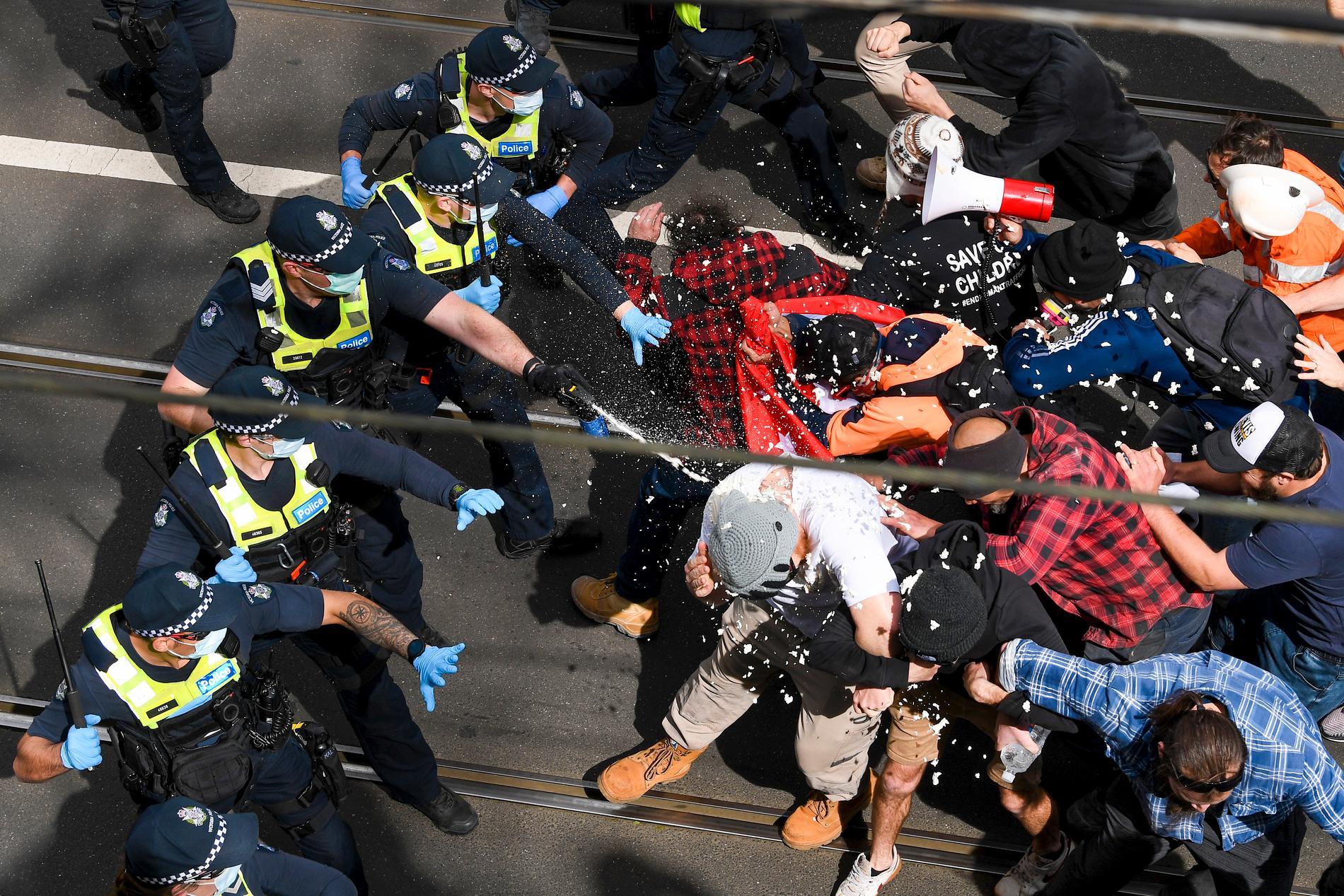 Över 200 personer greps i samband med protesterna.