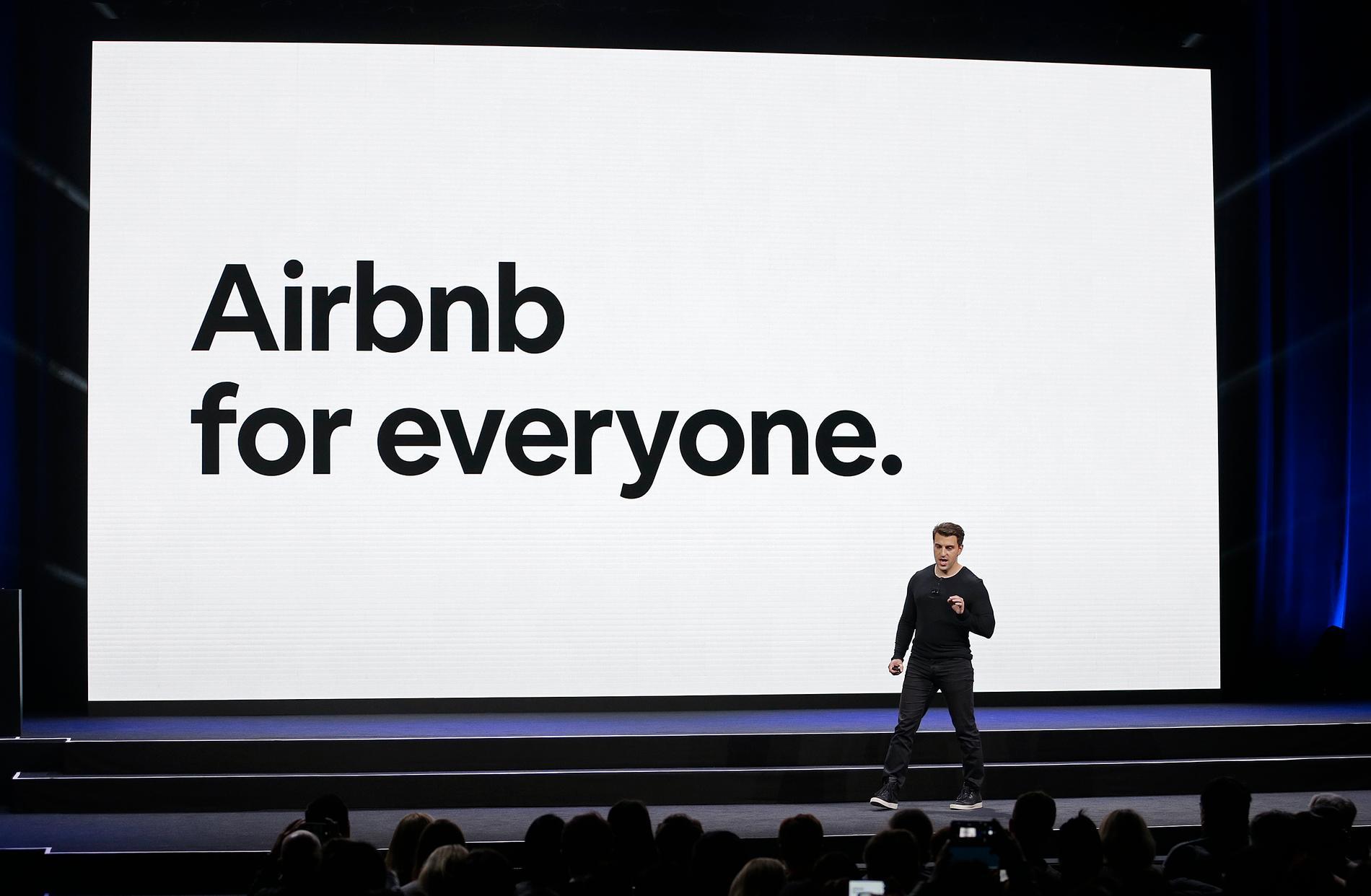 En av Airbnb:s grundare, Brian Chesky, håller tal under ett seminarium. Arkivbild.